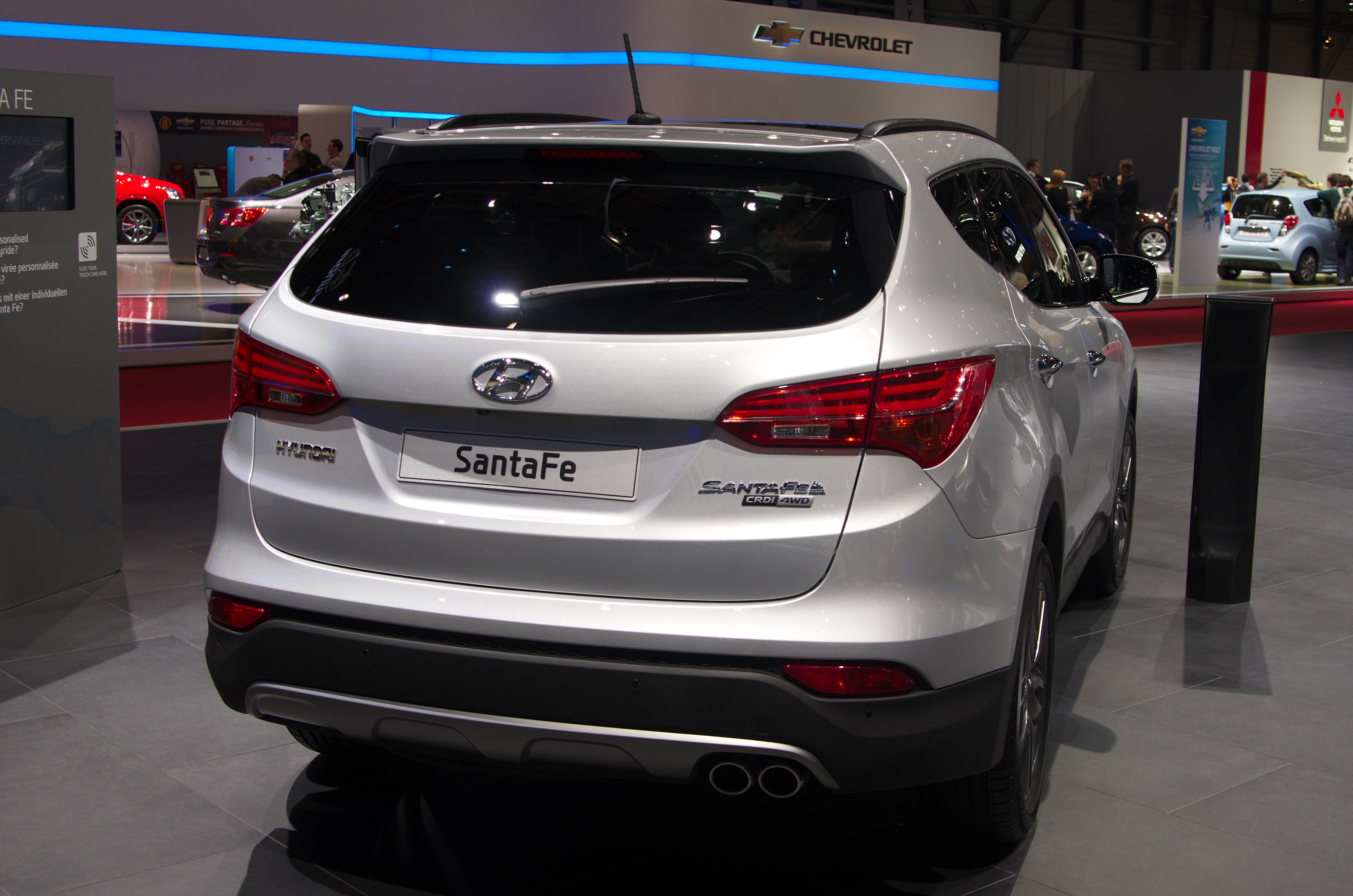 Ficheiro:Geneva MotorShow 2013   Hyundai Santa Fe Rear
