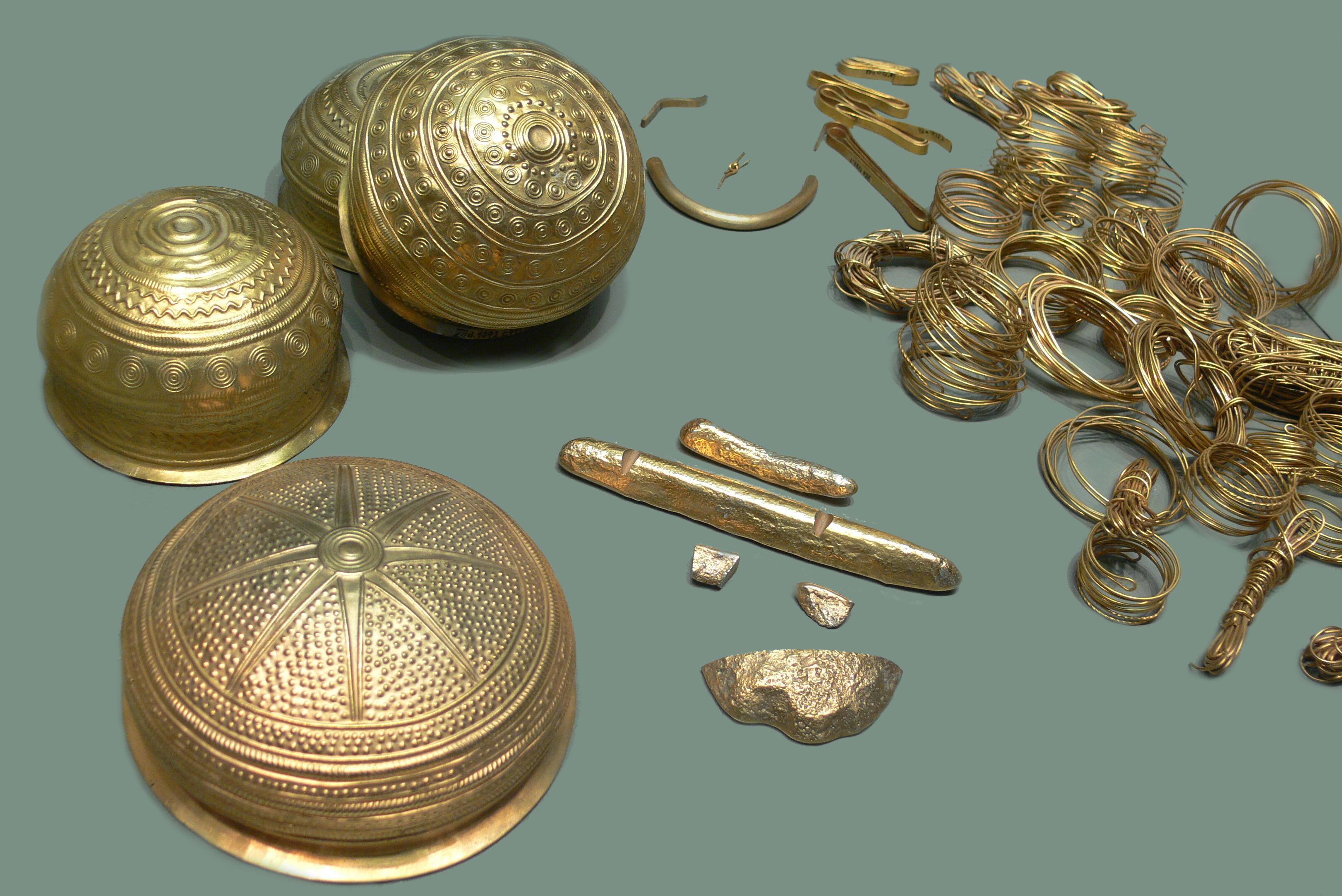 Der Goldfund von Eberswalde (bronzezeitlicher Goldschatz), 10.–9. Jh. v. Chr, Collection: Museum für Vor- und Frühgeschichte Berlin, Photograph: Andreas Praefcke 2006, Wikipedia