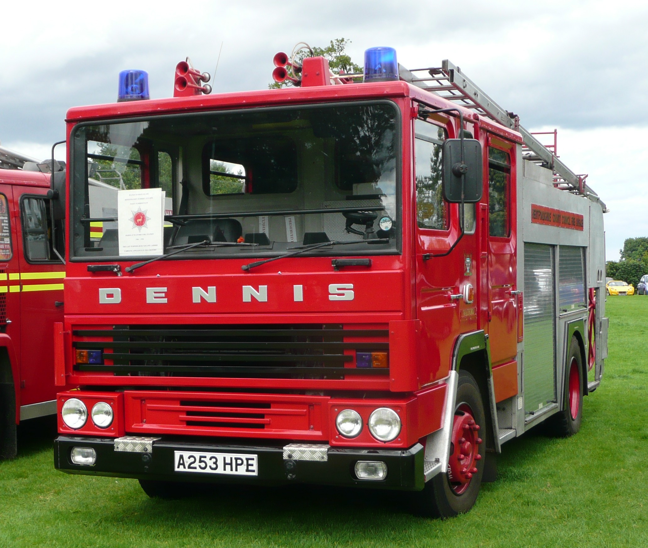 Hertfordshire_Fire_and_Rescue_Service_A253_HPE.JPG