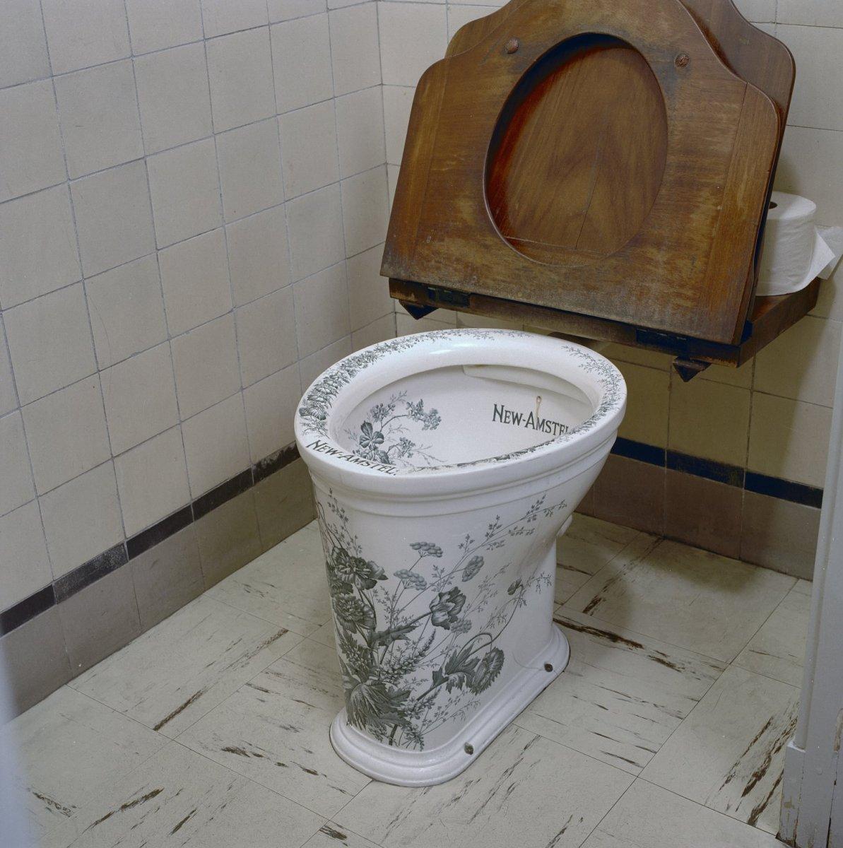 File:Interieur, begane grond, toilet - Schiedam - 20331103 - RCE.jpg ...