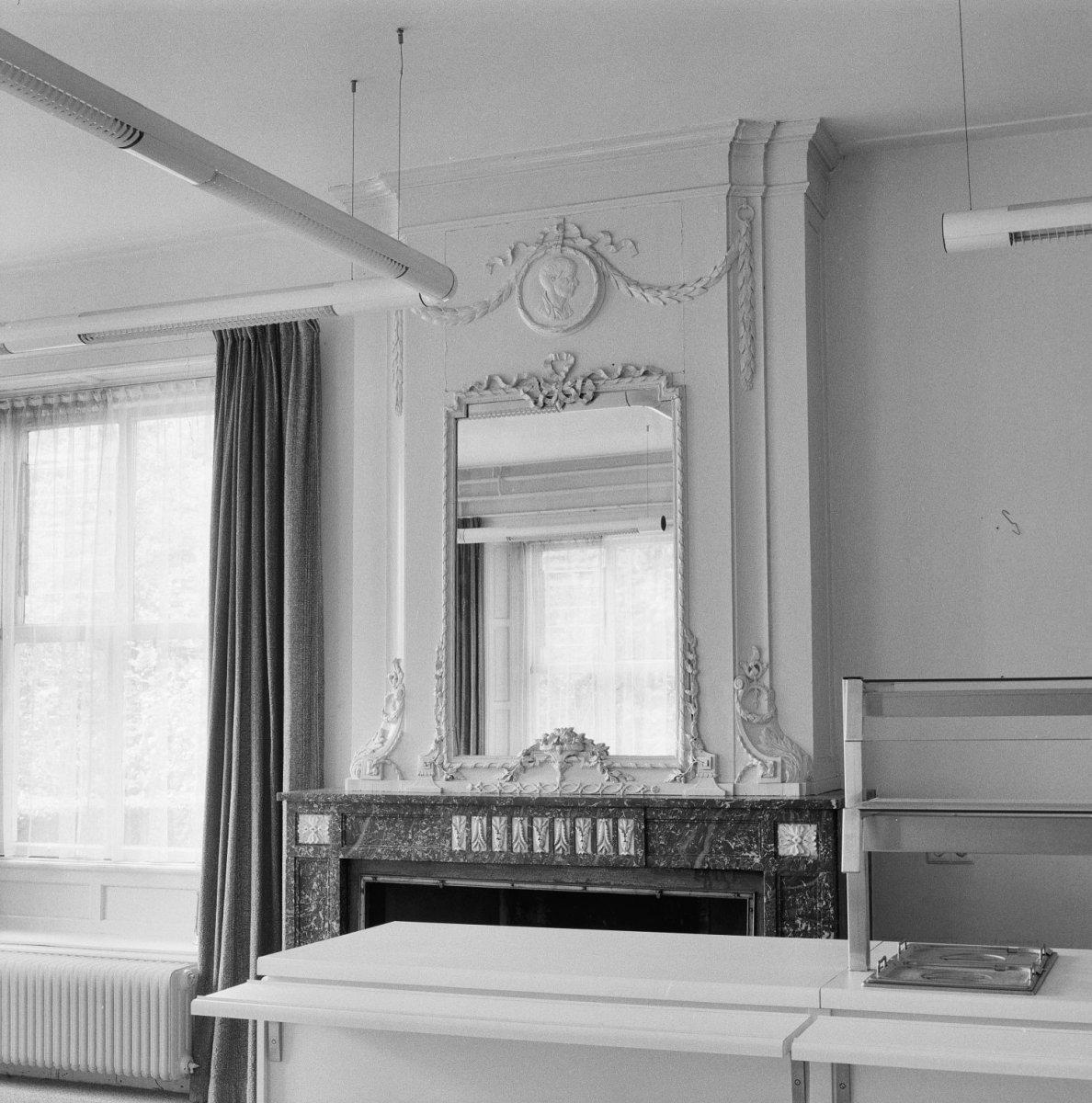 Kamer spiegel perfect stks vierkante spiegel tegel stompe for Spiegel boven bed