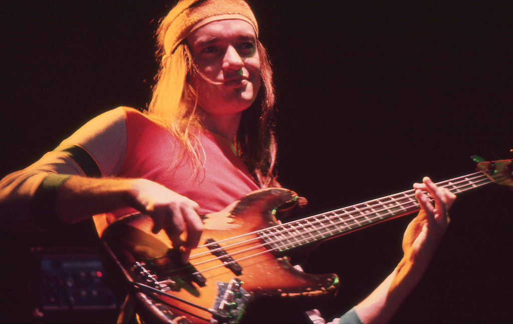 history of the bass guitar and its most famous players paul mccartney and jaco pastorius Jaco was proud of the intricate arrangement he wrote for that piece, that 1981 was a critical year in jaco pastorius' career musically he was held by many as the most innovative bass player in modern jazz during those five years the band released its most successful albums and became famous.