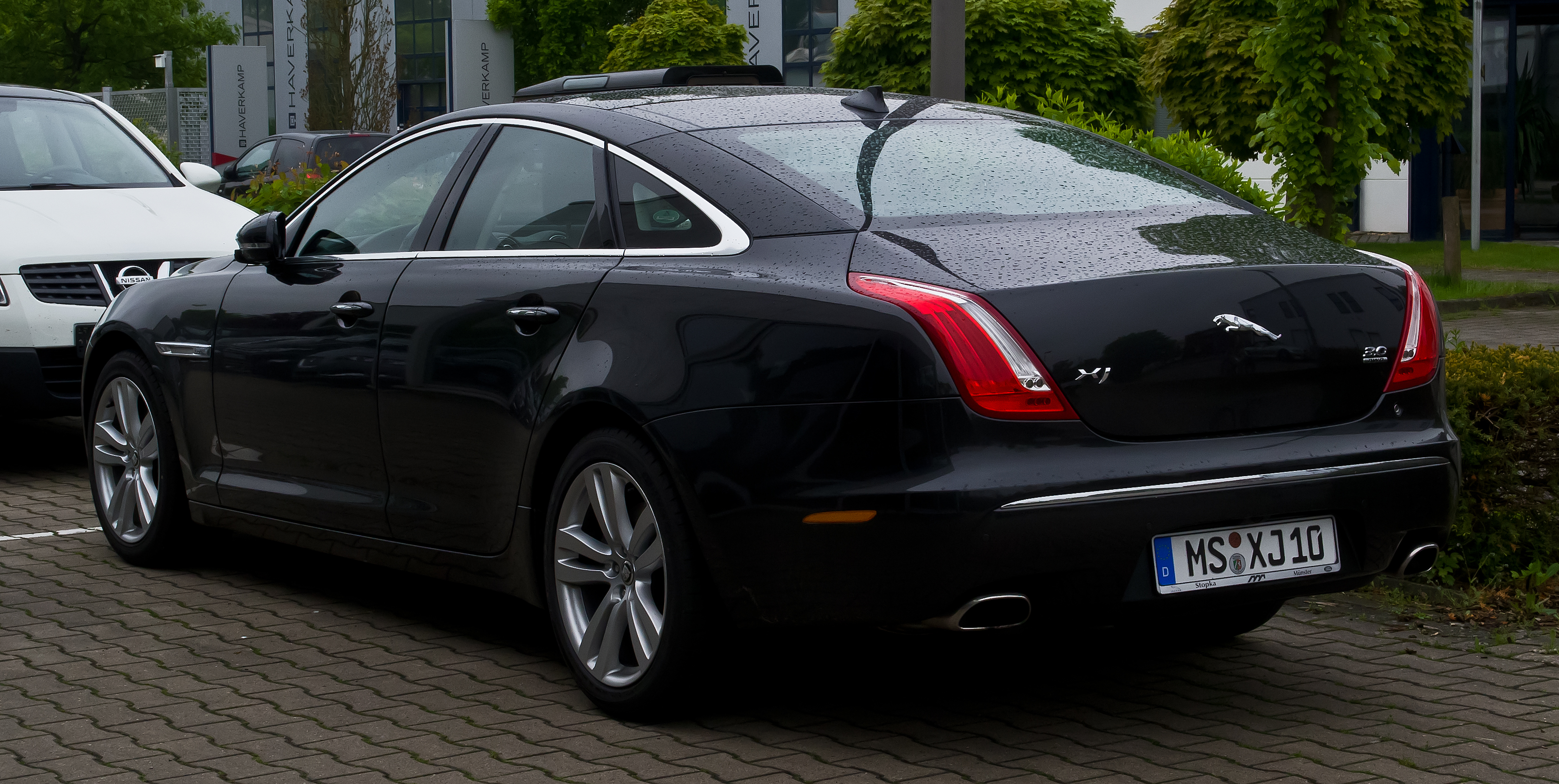 file jaguar xj 3 0 kompressor awd premium luxury x351 heckansicht 17 mai 2013 m. Black Bedroom Furniture Sets. Home Design Ideas