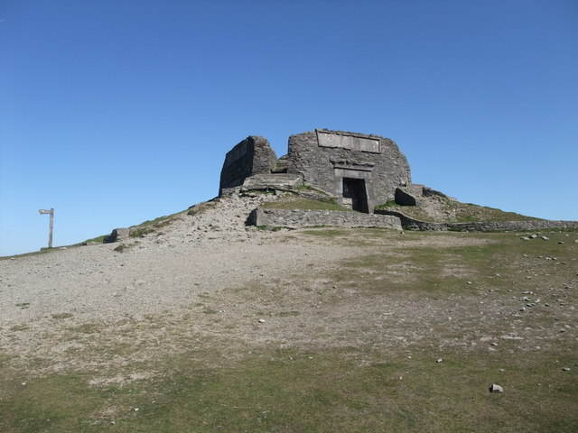 Jubilee Tower, Moel Famau - geograph.org.uk - 1316144