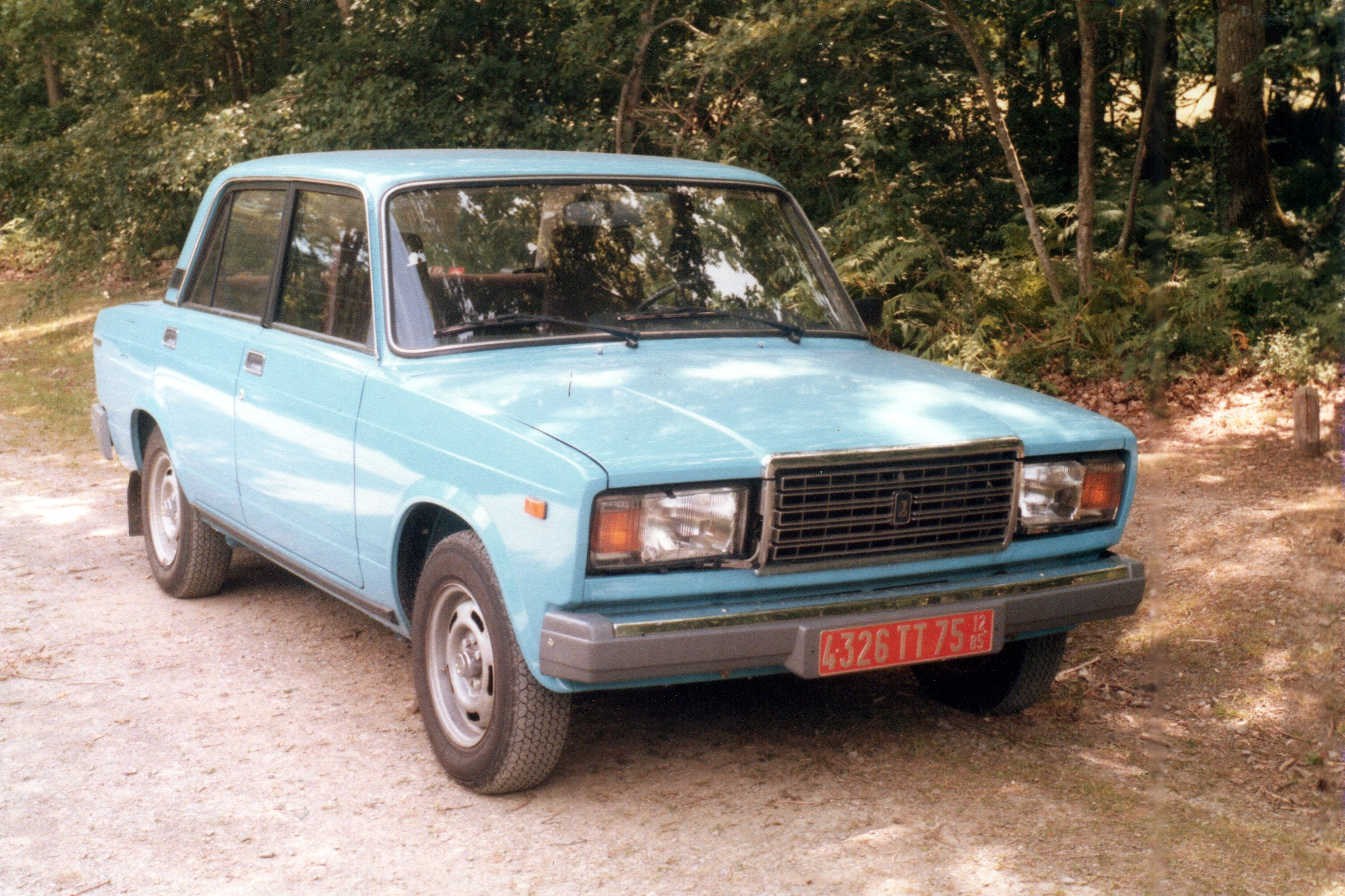 File:Lada 2107 in France.jpg