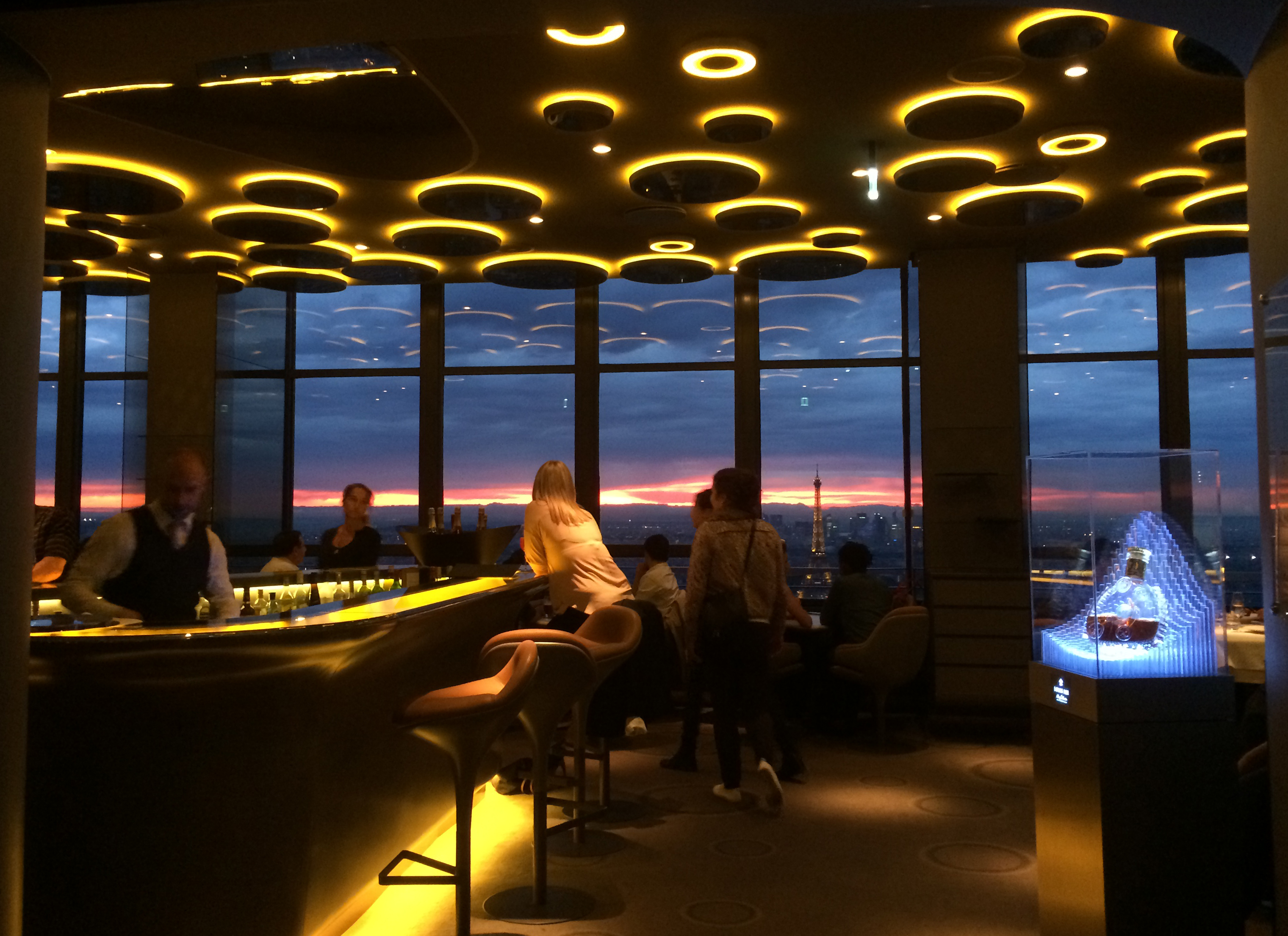 File le ciel de paris restaurant tour montparnasse paris - Ciel de bar cuisine ...