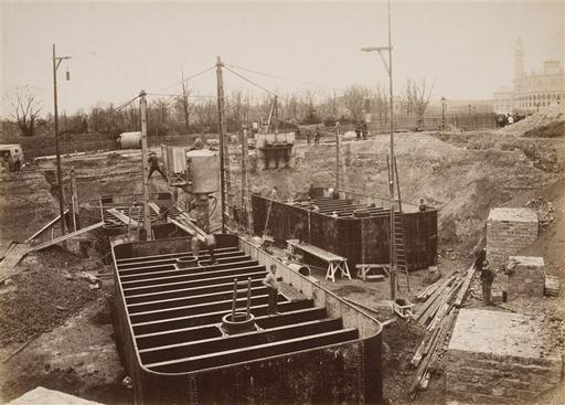 File:Les fondations de la Tour Eiffel, caissons.jpg ...