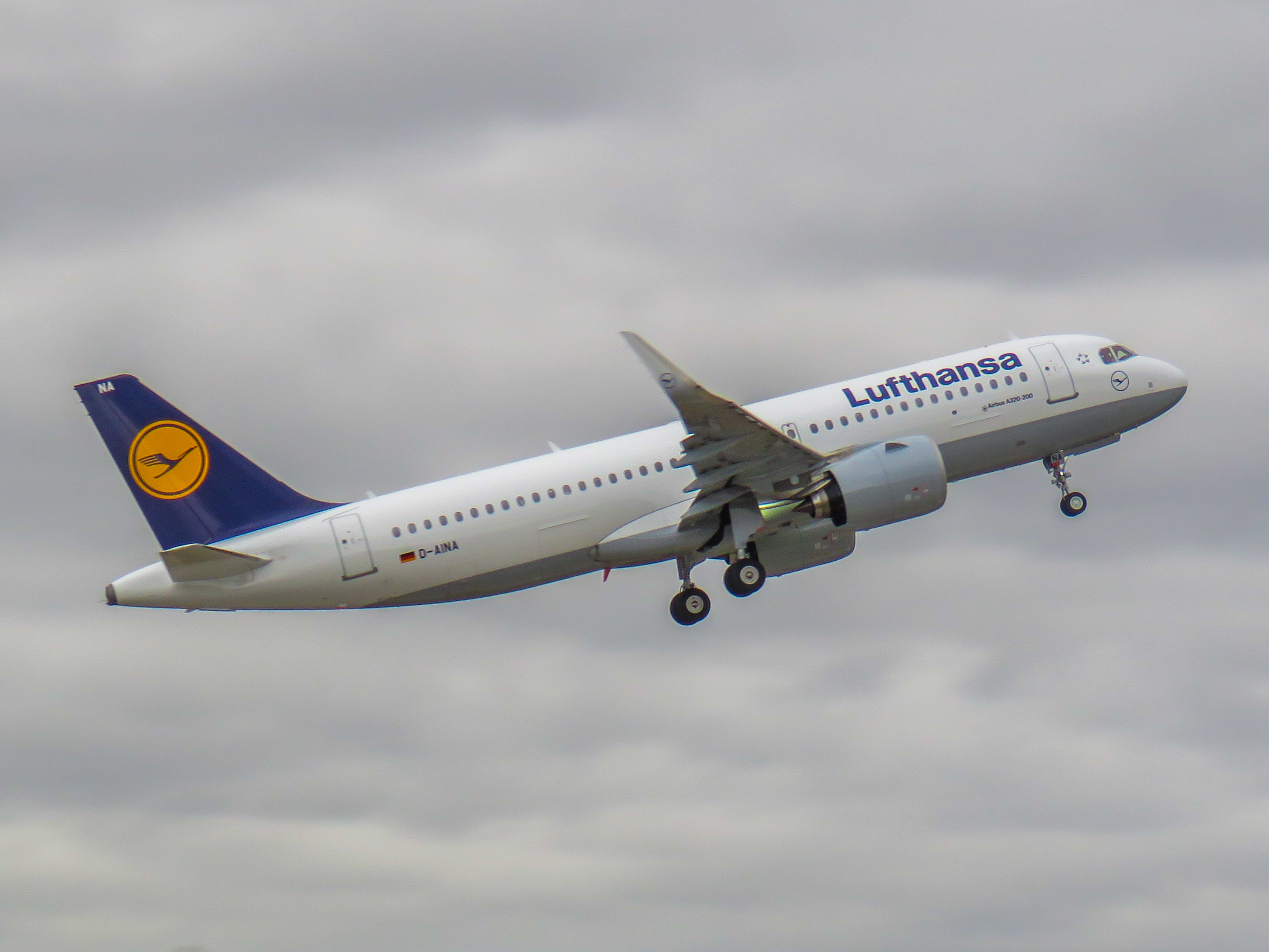 file lufthansa airbus a320 neo d aina the world 39 s first a320 neo 24705951566 jpg wikimedia. Black Bedroom Furniture Sets. Home Design Ideas