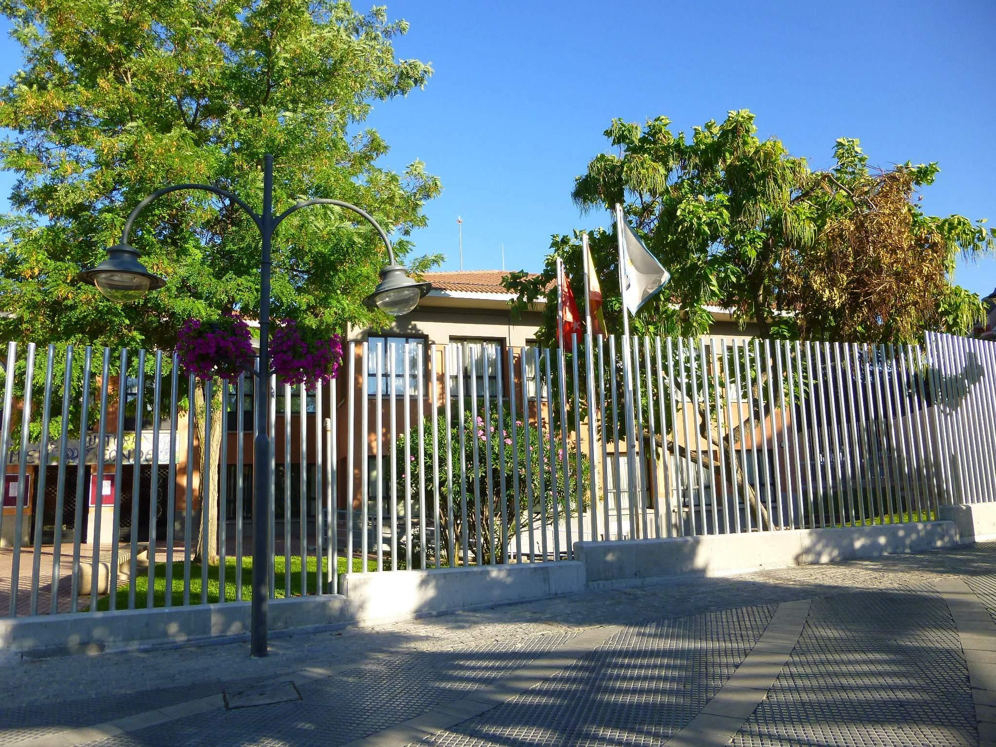 File majadahonda casa de cultura carmen conde wikimedia commons - Casas en majadahonda ...