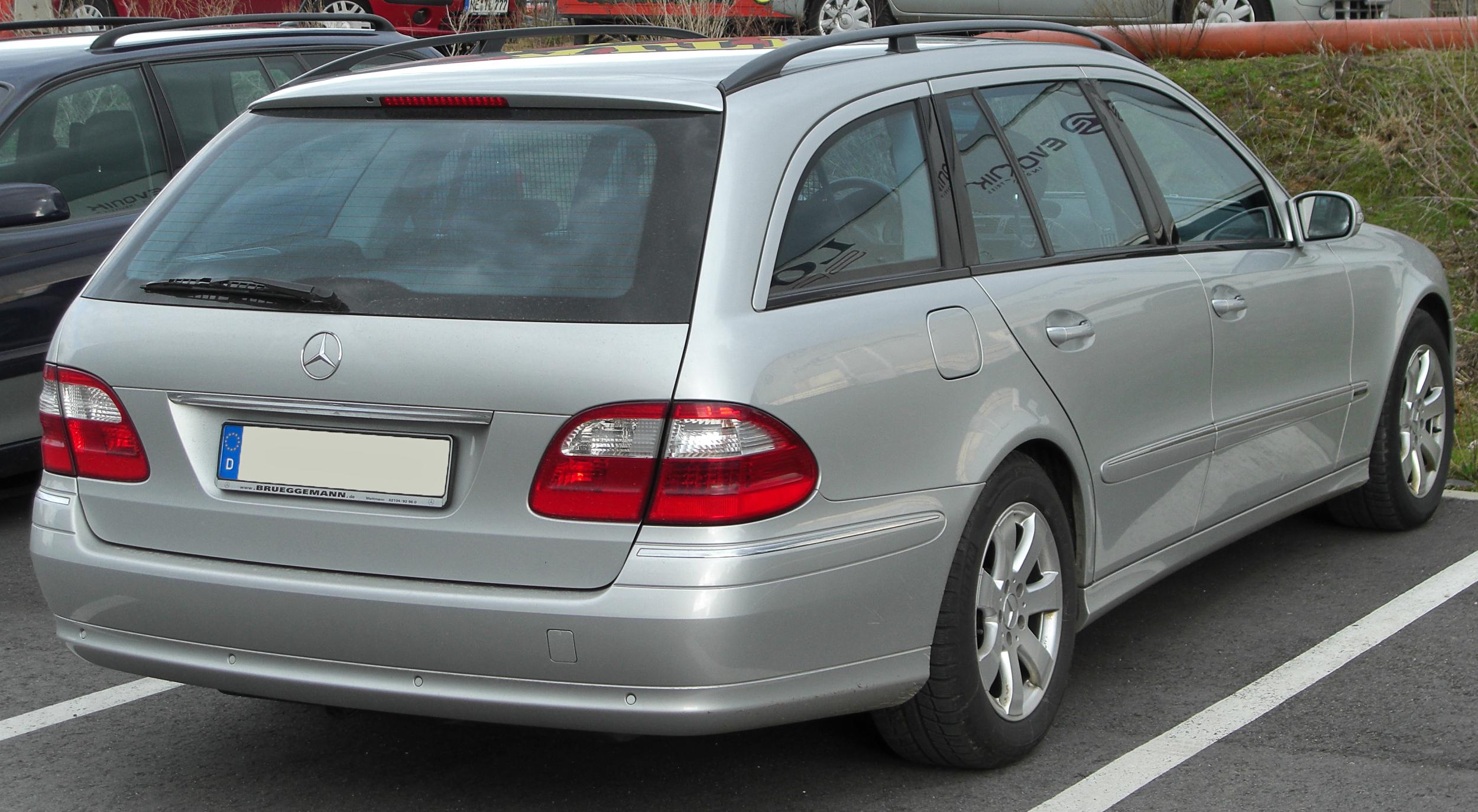 File:Mercedes E-Klasse T-Modell (S211) rear 20100327.jpg