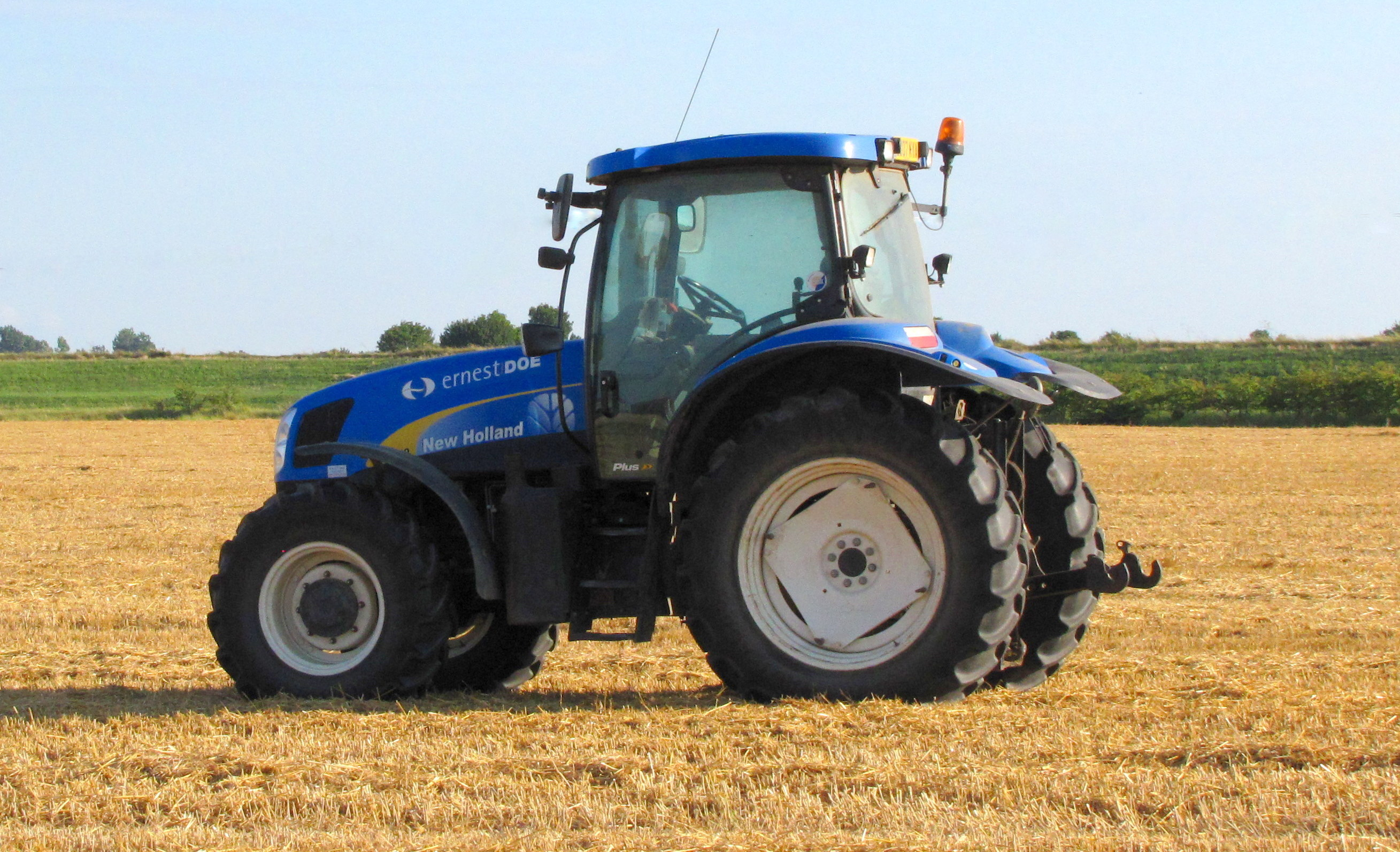 New Holland Tractors : File new holland tractor in a field g wikimedia commons