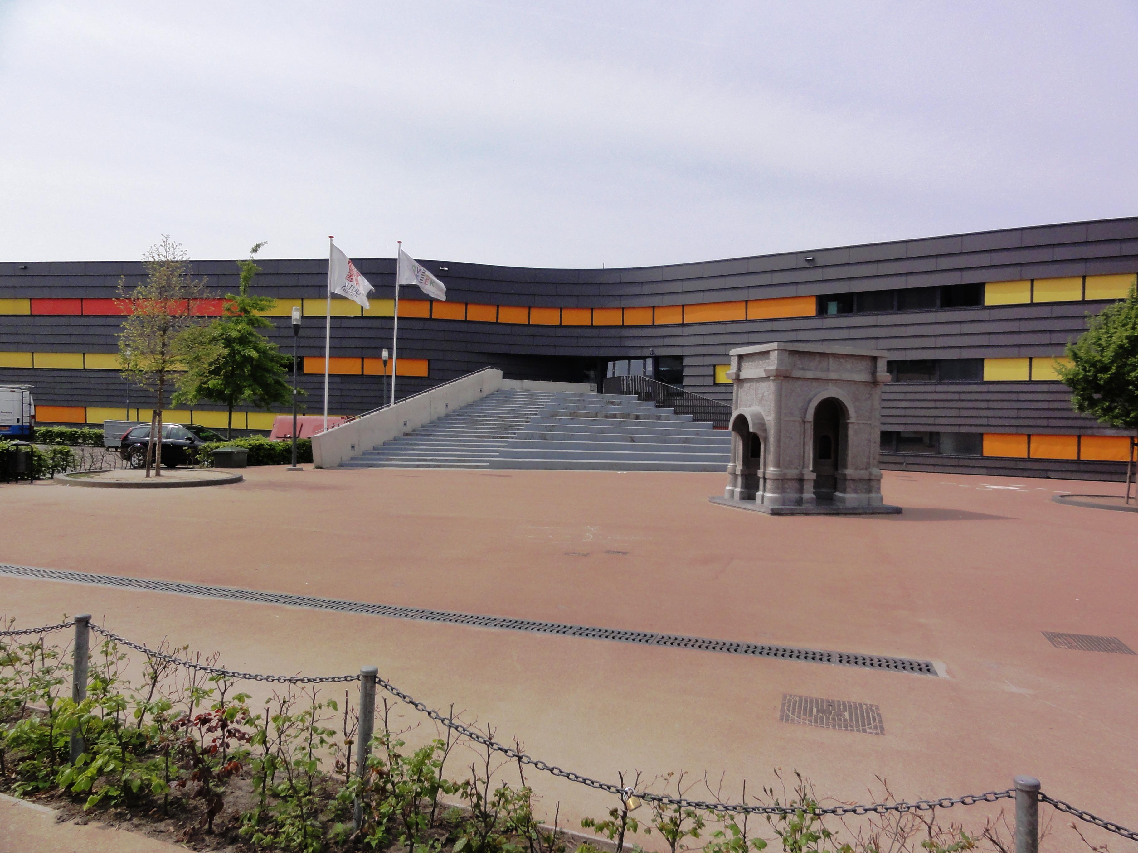 foto van Oosterhout: hoofdgebouw