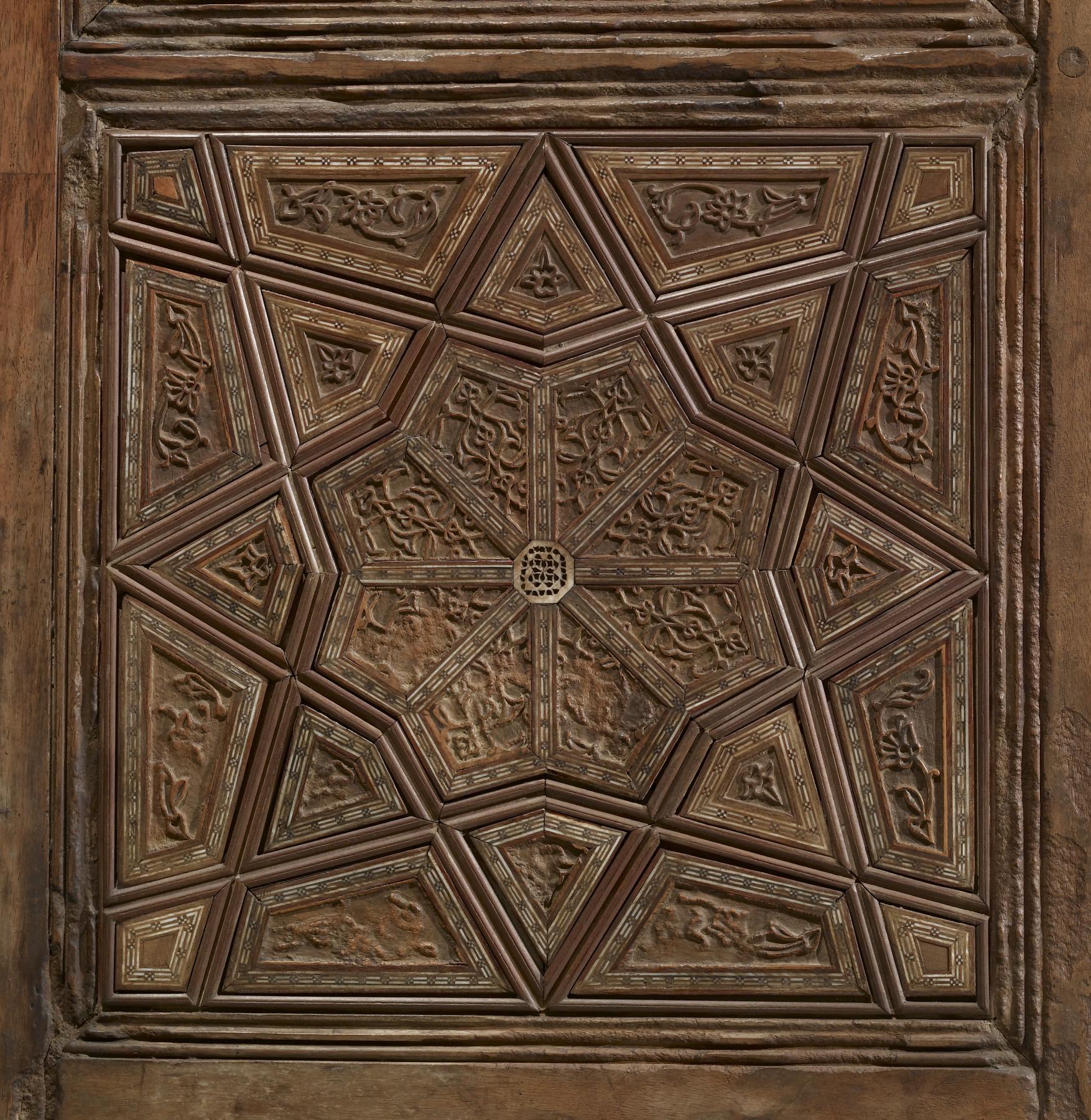 File:Qanbar ibn Mahmud - Mausoleum Doors - Walters 61297 - Detail A.jpg