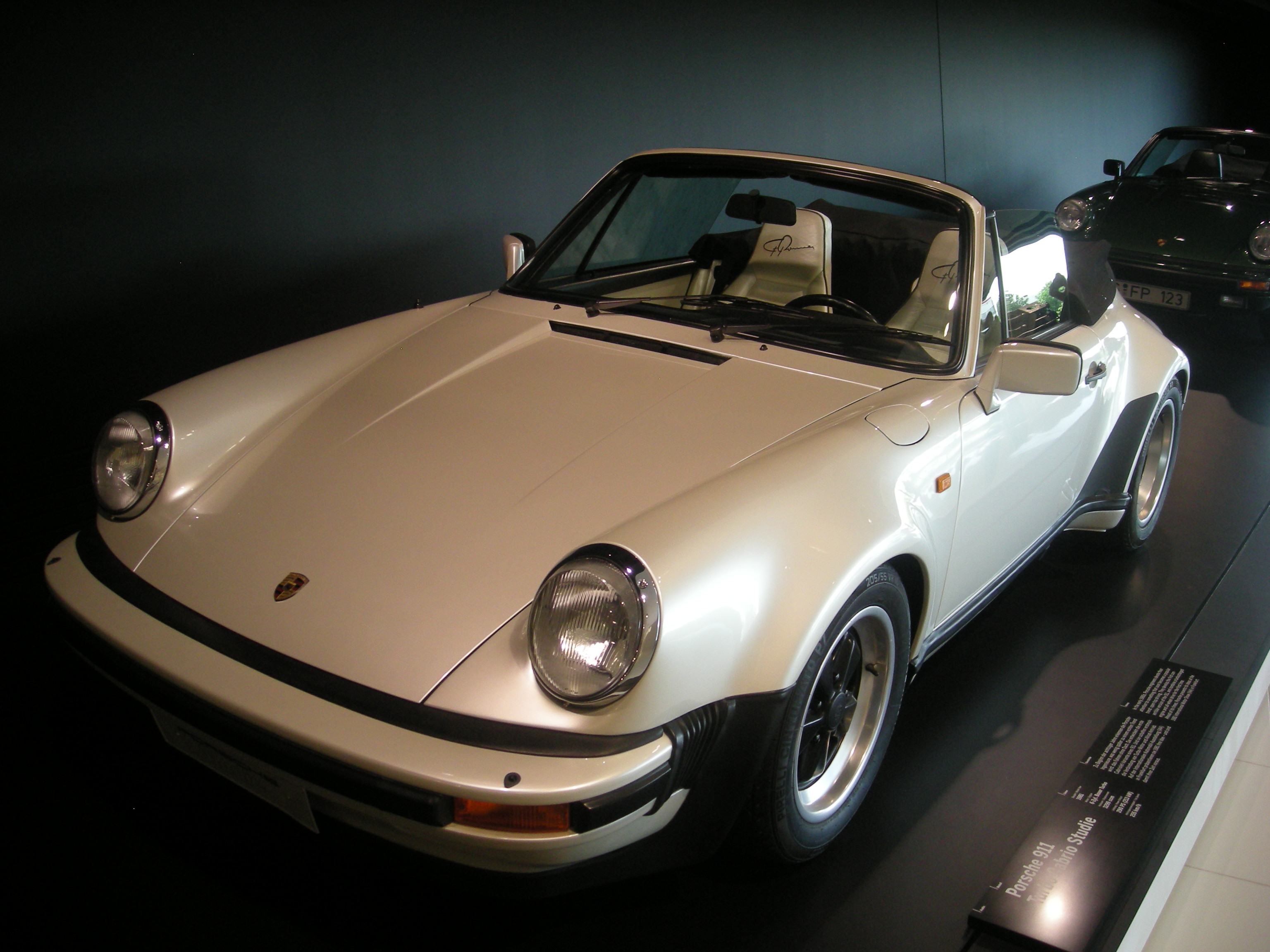 Filestuttgart jul 2012 43 porsche museum 1981 porsche 911 filestuttgart jul 2012 43 porsche museum 1981 porsche 911 turbo cabrio studie vanachro Gallery