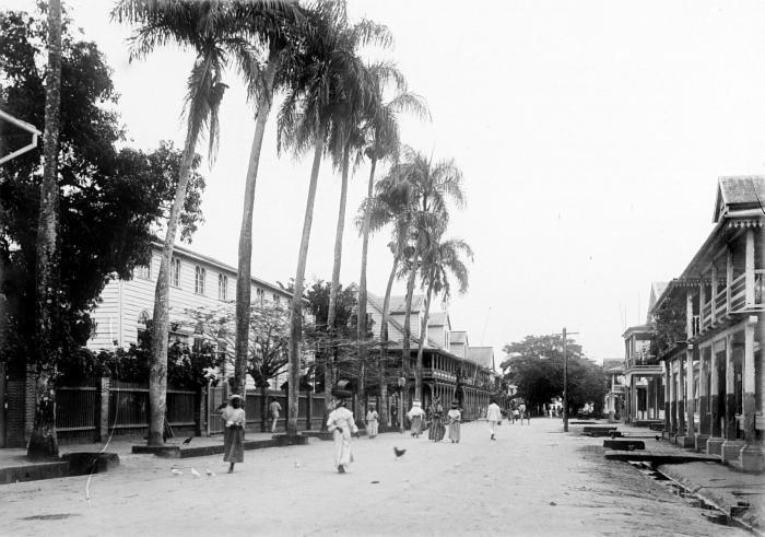 Tropenmuseum Royal Tropical Institute Objectnumber 10020468 Zicht op de Steenbakkerij straat met