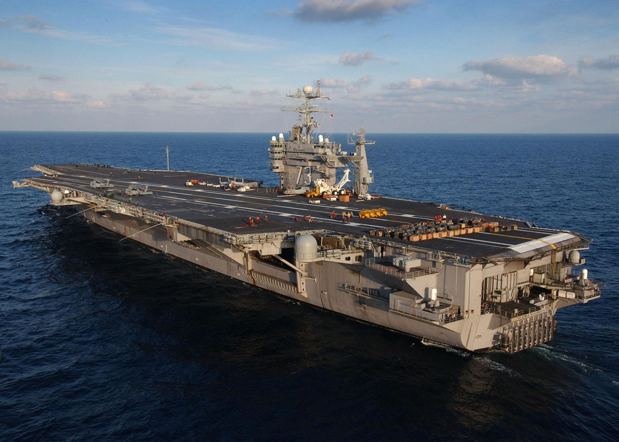 http://upload.wikimedia.org/wikipedia/commons/b/b6/USS_George_Washington_(CVN-73)_LB.jpg