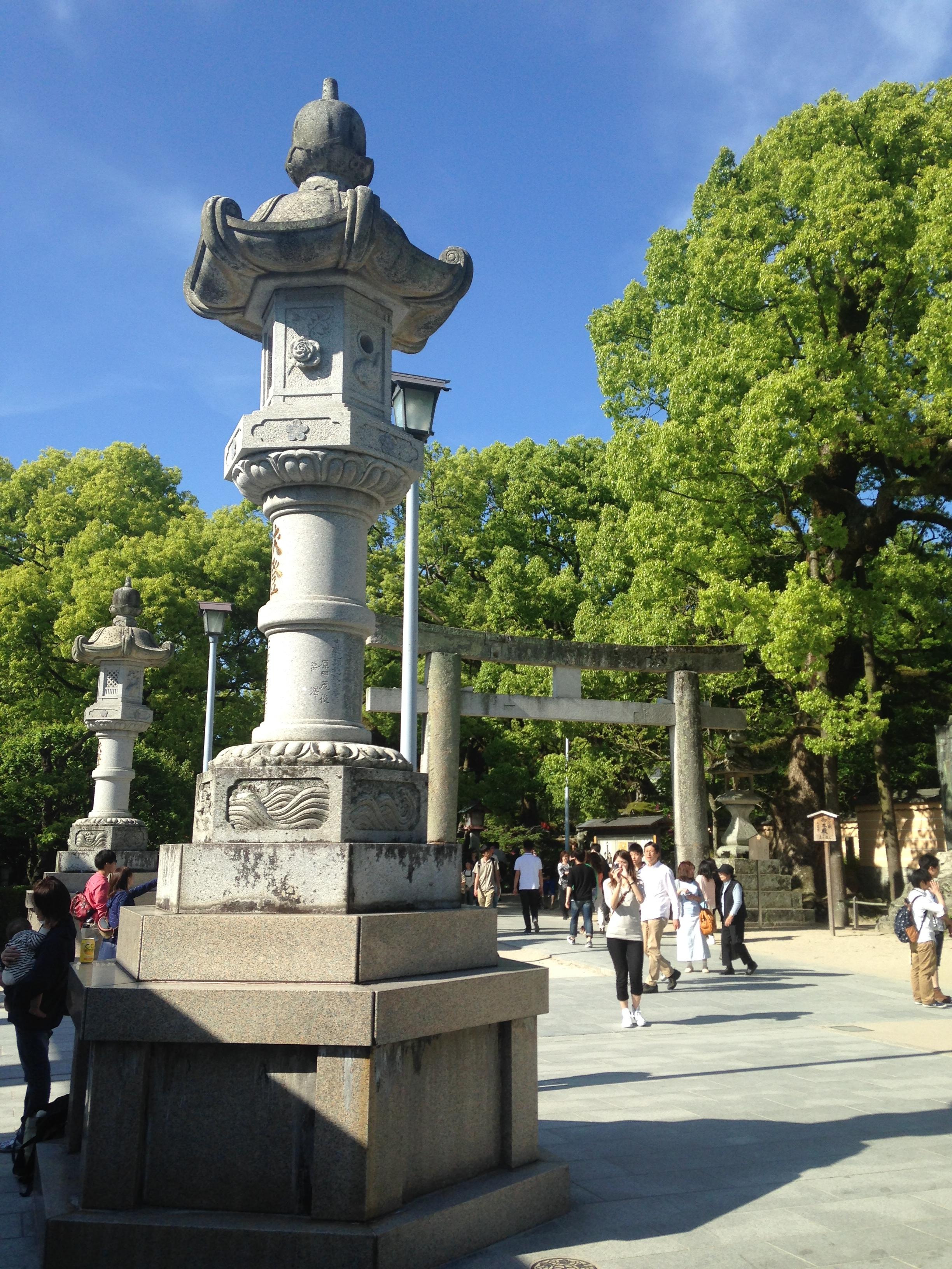 ファイル view of stone lantern and grand torii of middle ages of
