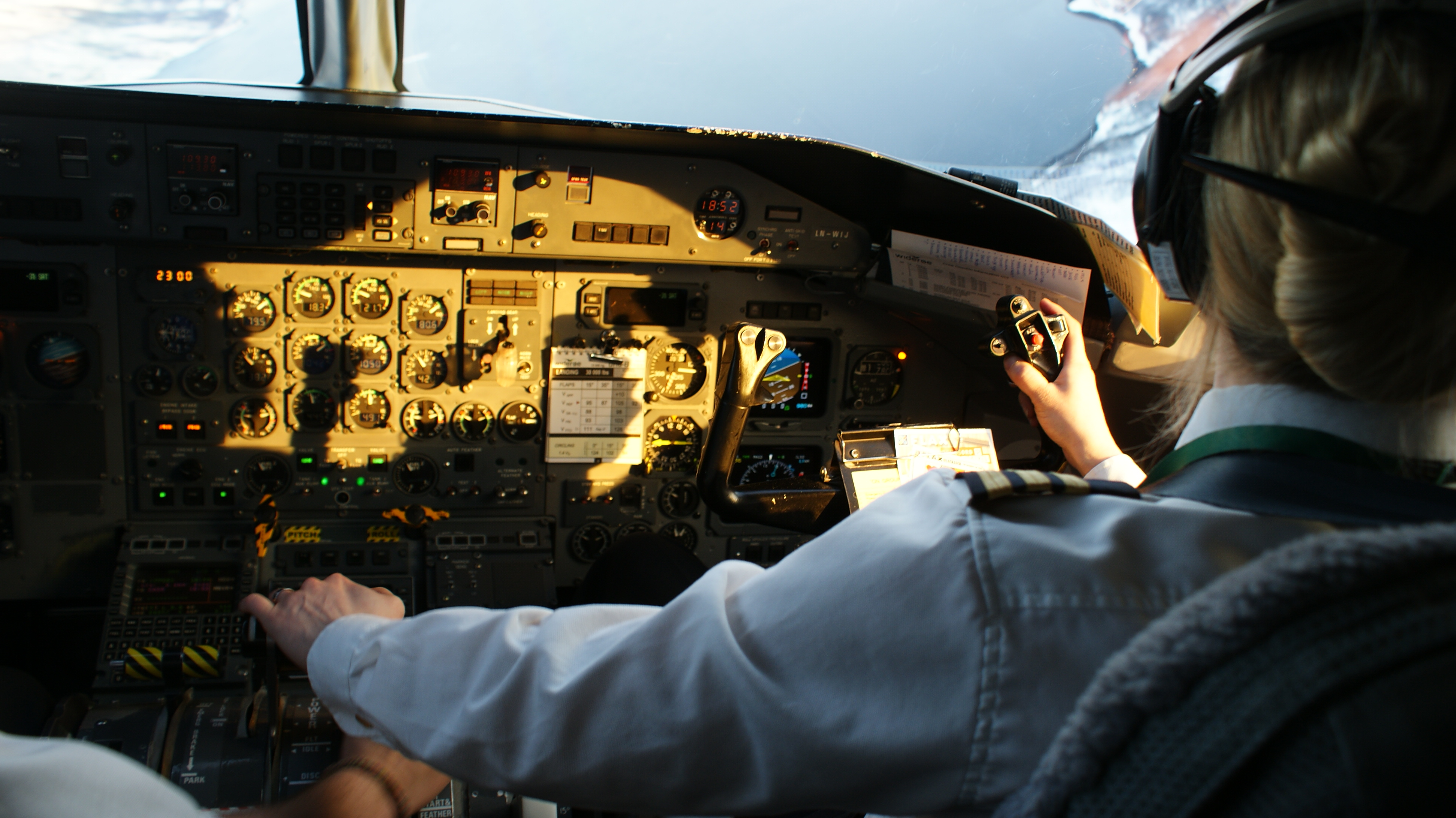 First officer (aviation) - Wikipedia