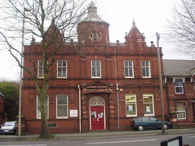 Woodside Public Library - geograph.org.uk - 1101428.jpg