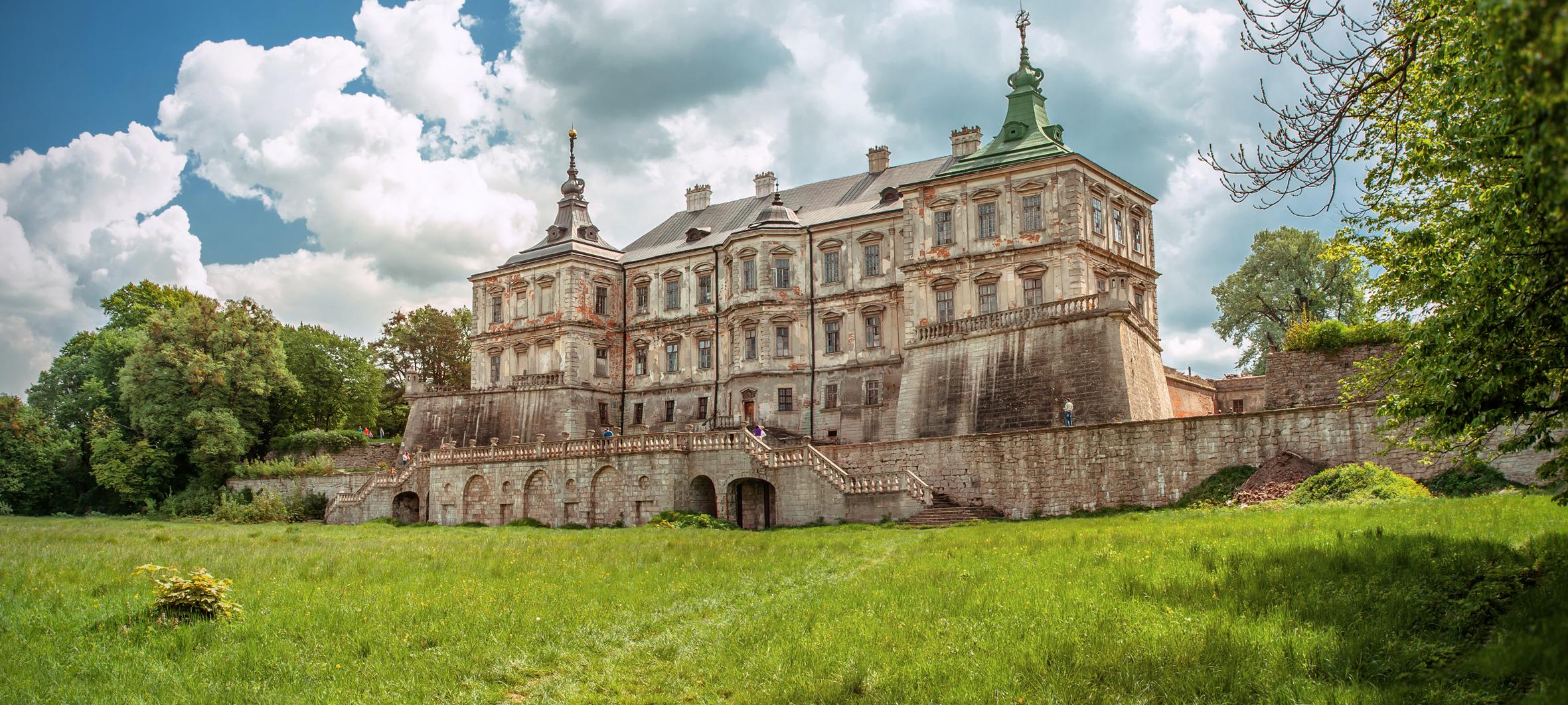 Файл:Підгорецький замок. панорама. Вид з поля.jpg — Вікіпедія