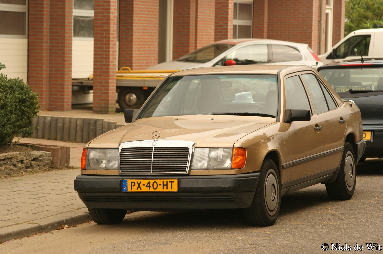 File 1986 mercedes benz 260 e 15144655458 jpg for Mercedes benz 260