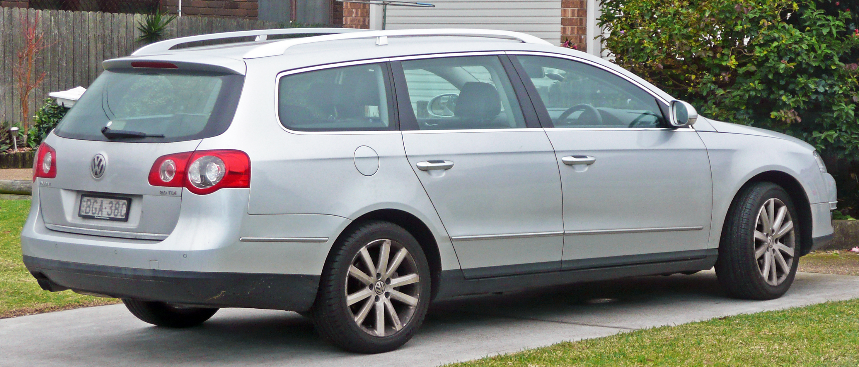 file 2006 2010 volkswagen passat 3c 2 0 tdi station wagon 2010 06 17 jpg wikimedia commons. Black Bedroom Furniture Sets. Home Design Ideas