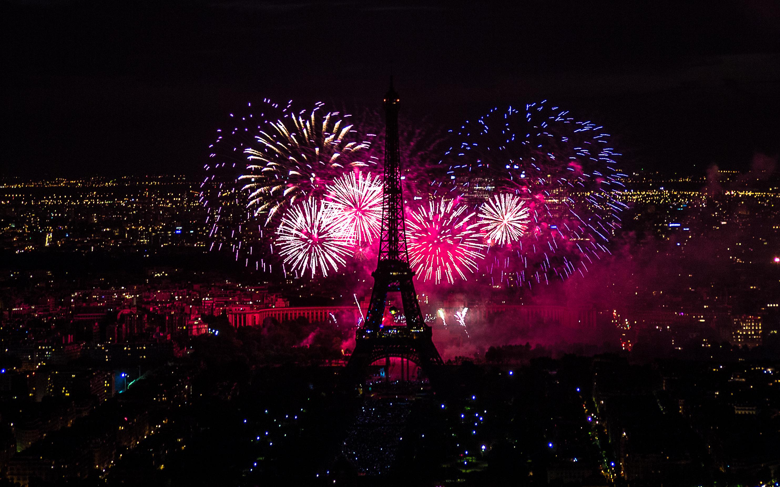 file:2012 fireworks on eiffel tower 13 - wikimedia commons