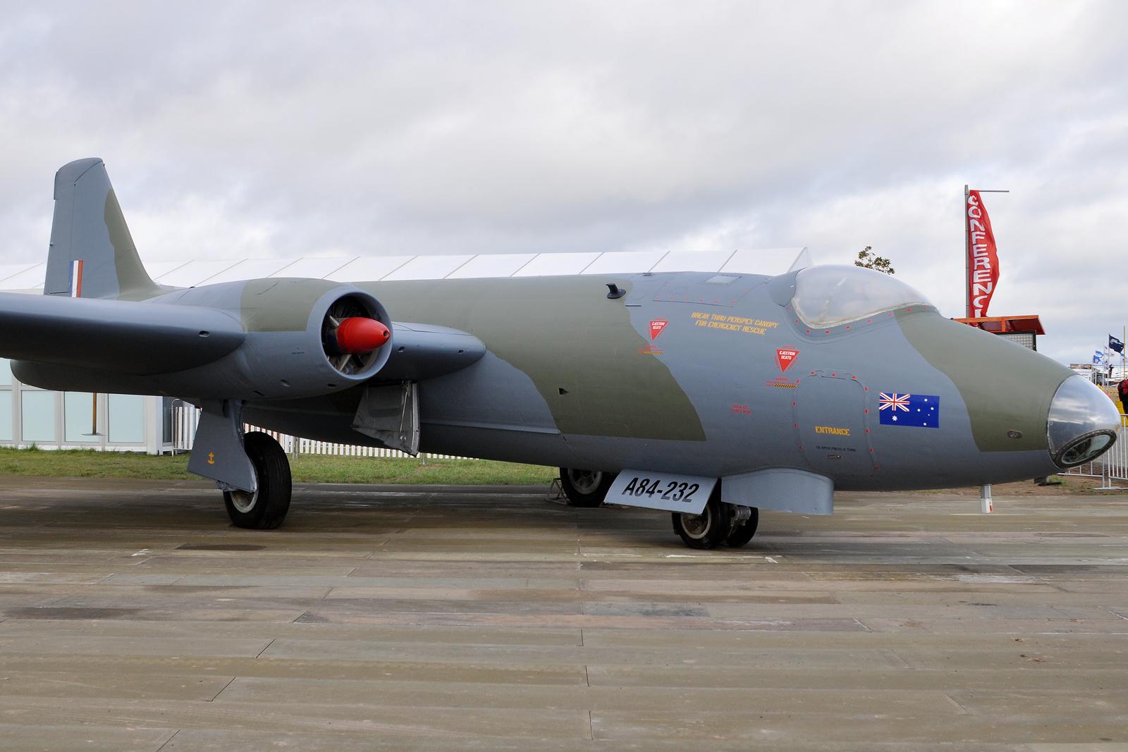 [Obrazek: A84-232_English_Electric-GAF_Canberra_Mk...267%29.jpg]