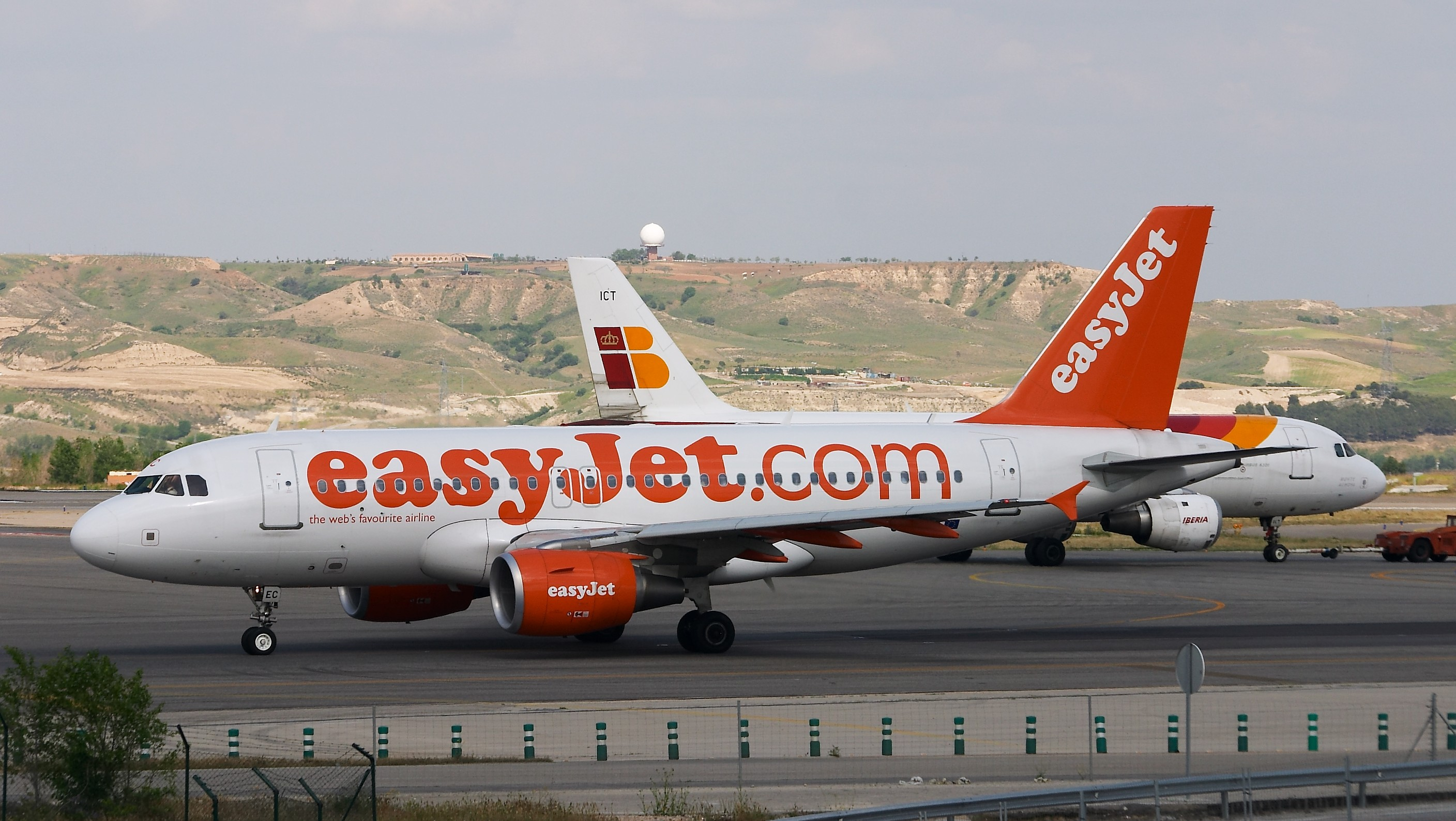 easyjet a319 - photo #33