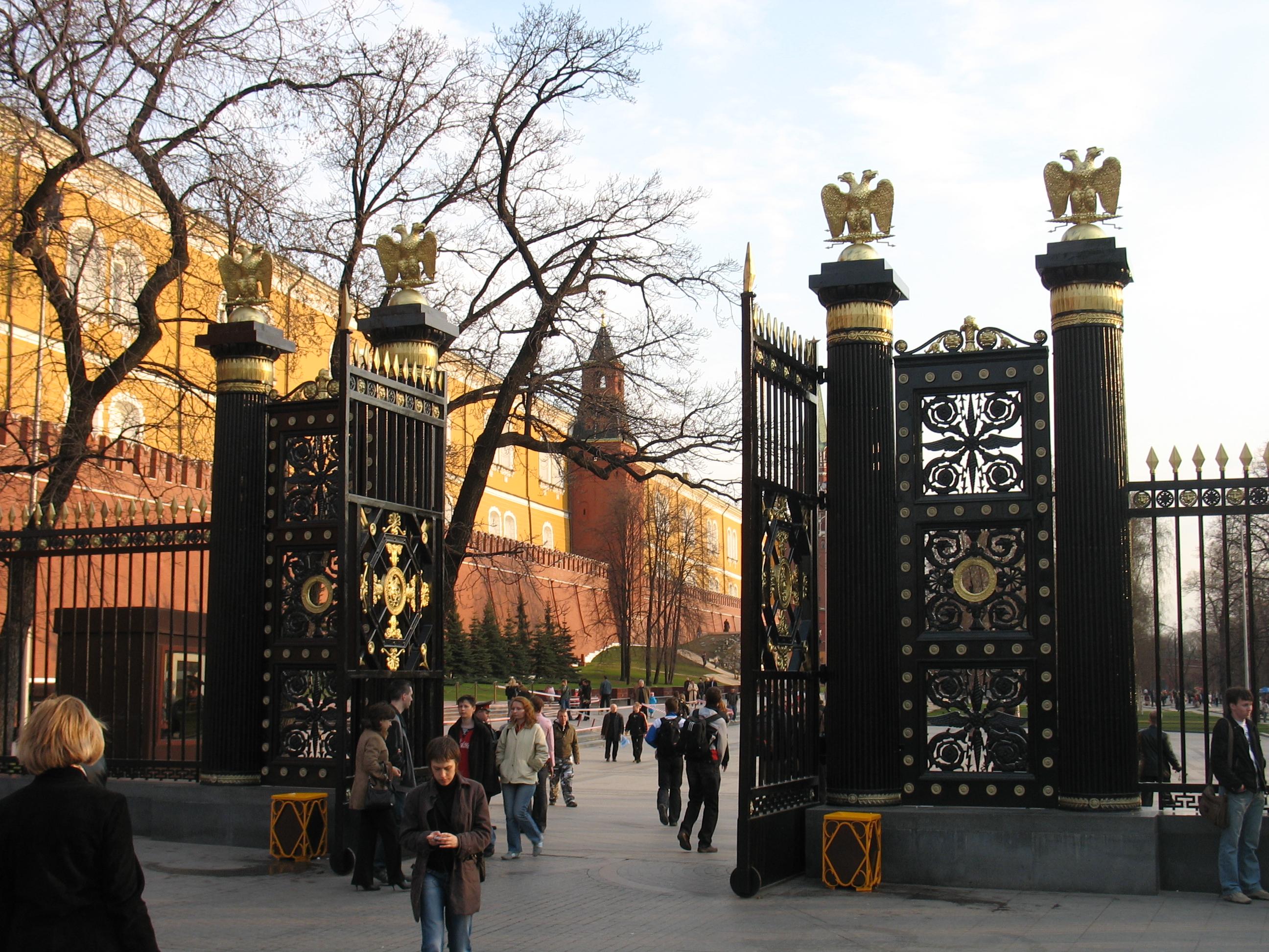 Ворота Александровского сада в Москве