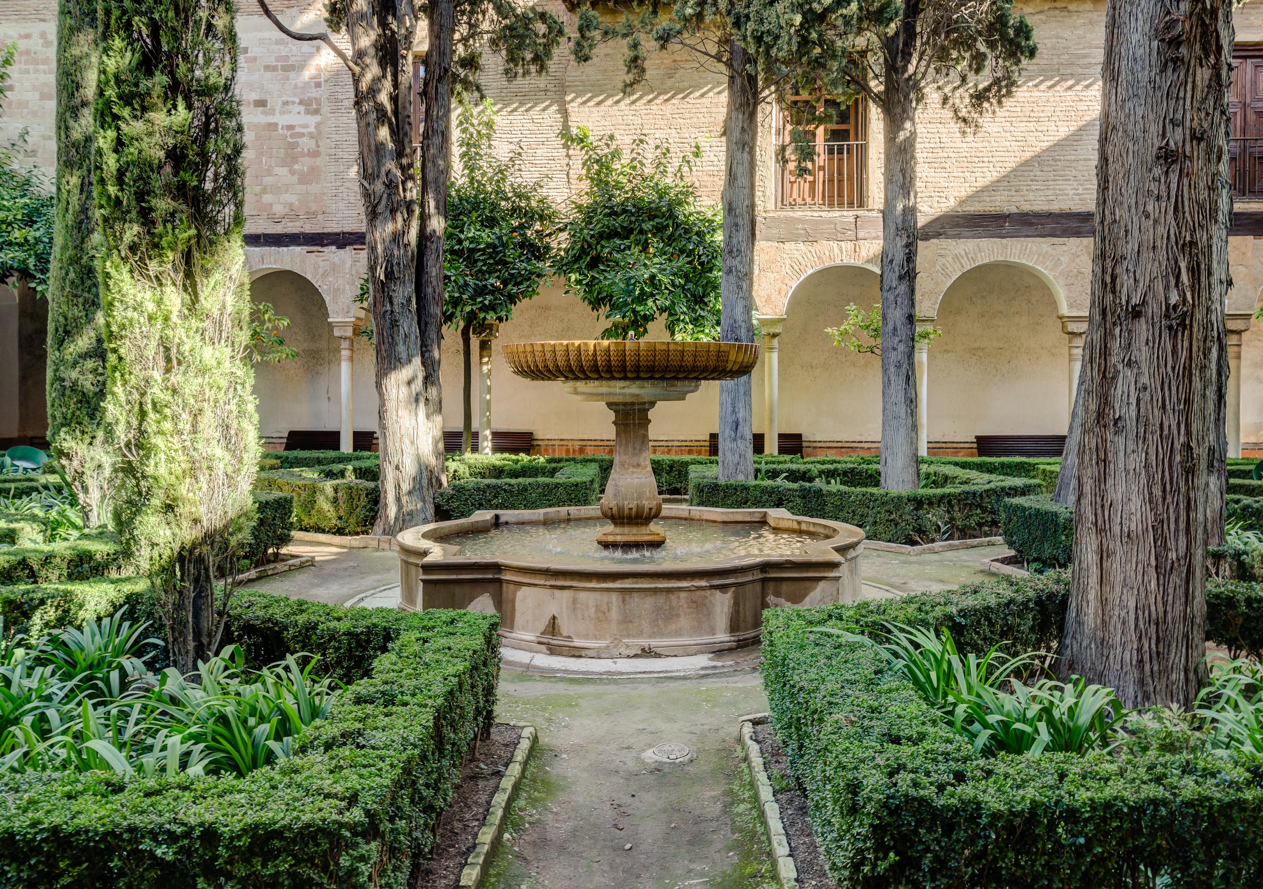 File alhambra patio de la lindaraja nasrid garden for Jardin hispano mauresque
