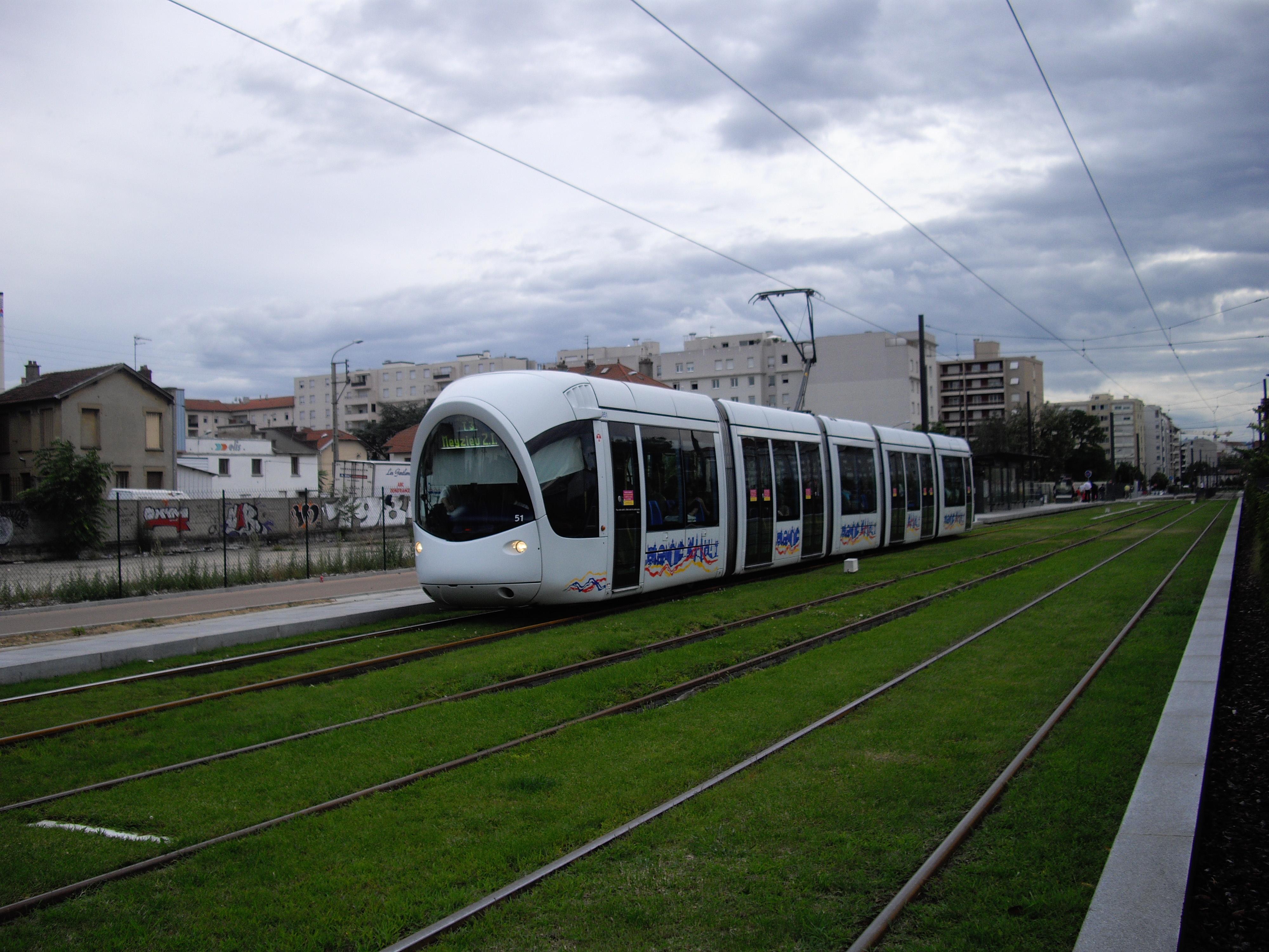 File alstom citadis 302 tramway de lyon ligne t3 station gare de villeurbanne jpg - Autour de la piscine photo villeurbanne ...