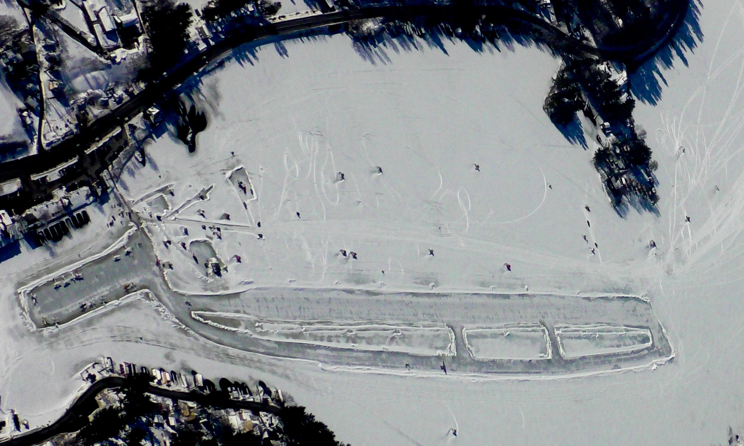 Alton_Bay_Airport_%28B18%29_in_winter.jpg