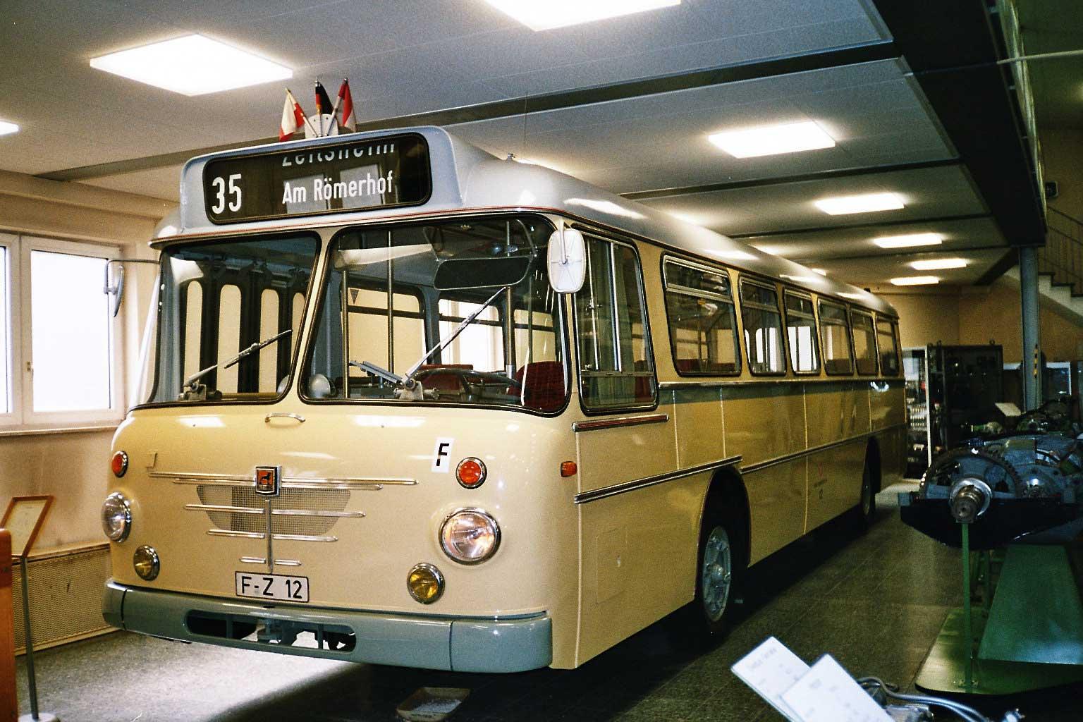 Los antiguos mnibus lime os foros per for Ikarus frankfurt