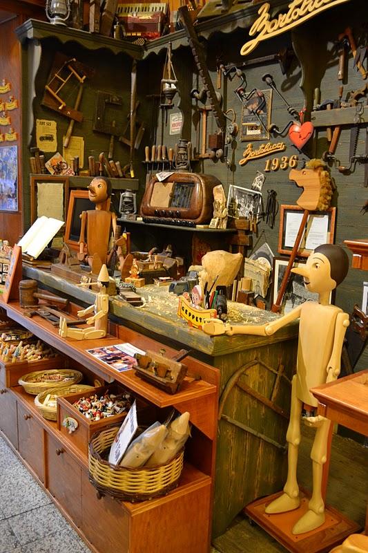 File bartolucci store pinocchio wikimedia for Jouetstore