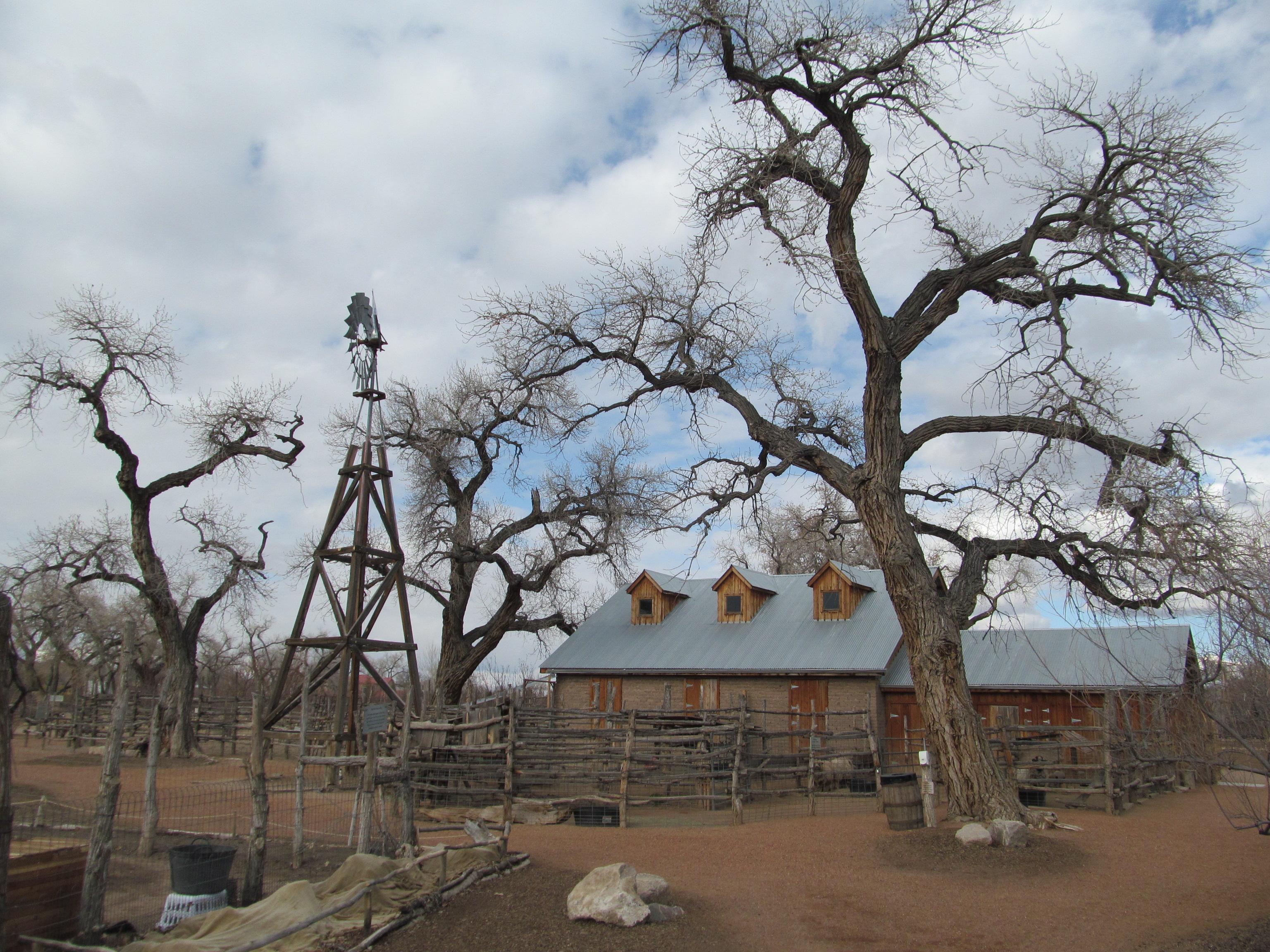 File:Barn At The Heritage Farm, Rio Grande Botanic Garden, Albuquerque NM.