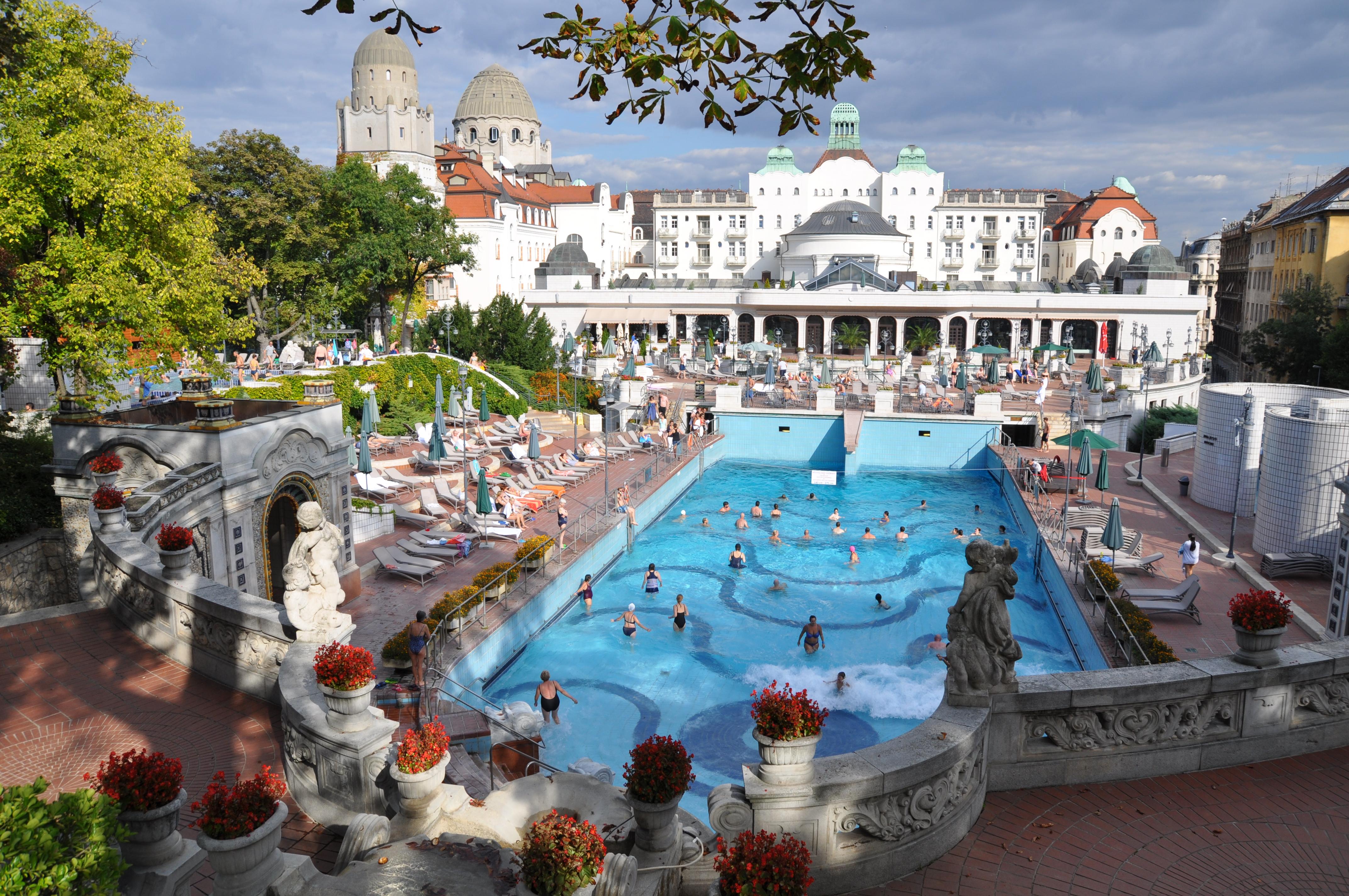 File:Budapest, Gellért fürdő, hullámfürdő-medence, 5.jpg - Wikimedia ...