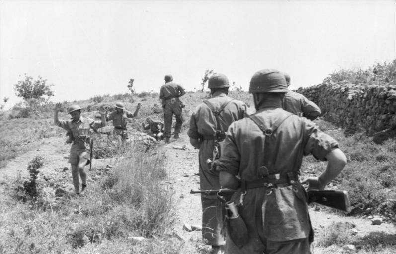 Bataille de Crète Bundesarchiv_Bild_101I-166-0509-14%2C_Kreta%2C_Gefangennahme_britischer_Soldaten