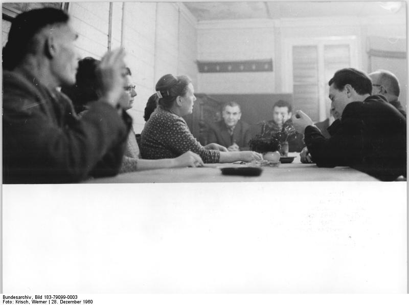 File:Bundesarchiv Bild 183-79099-0003, Groß-Rünz, LPG, Besprechung des Jahresplans.jpg