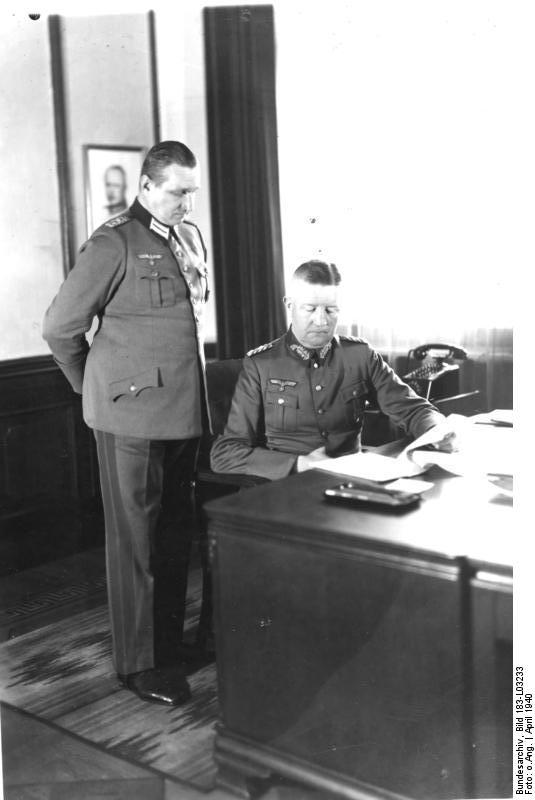 http://upload.wikimedia.org/wikipedia/commons/b/b7/Bundesarchiv_Bild_183-L03233,_Oberst_Haseloff_und_General_Friedrich_Fromm.jpg