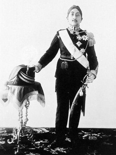 Gambar 2. Sultan Hamengkubuwono VIII (Sumber: collectie.tropenmuseum.nl)