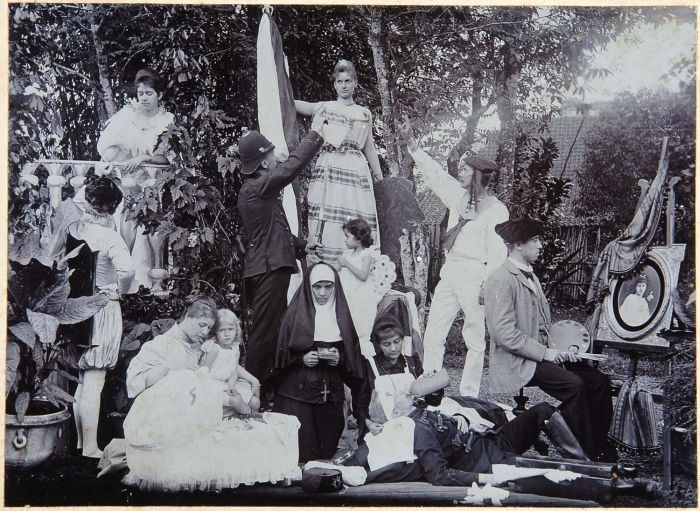 Tableau vivant (living picture) in the Dutch East Indies on the occasion of Queen Wilhelmina's accession to the throne