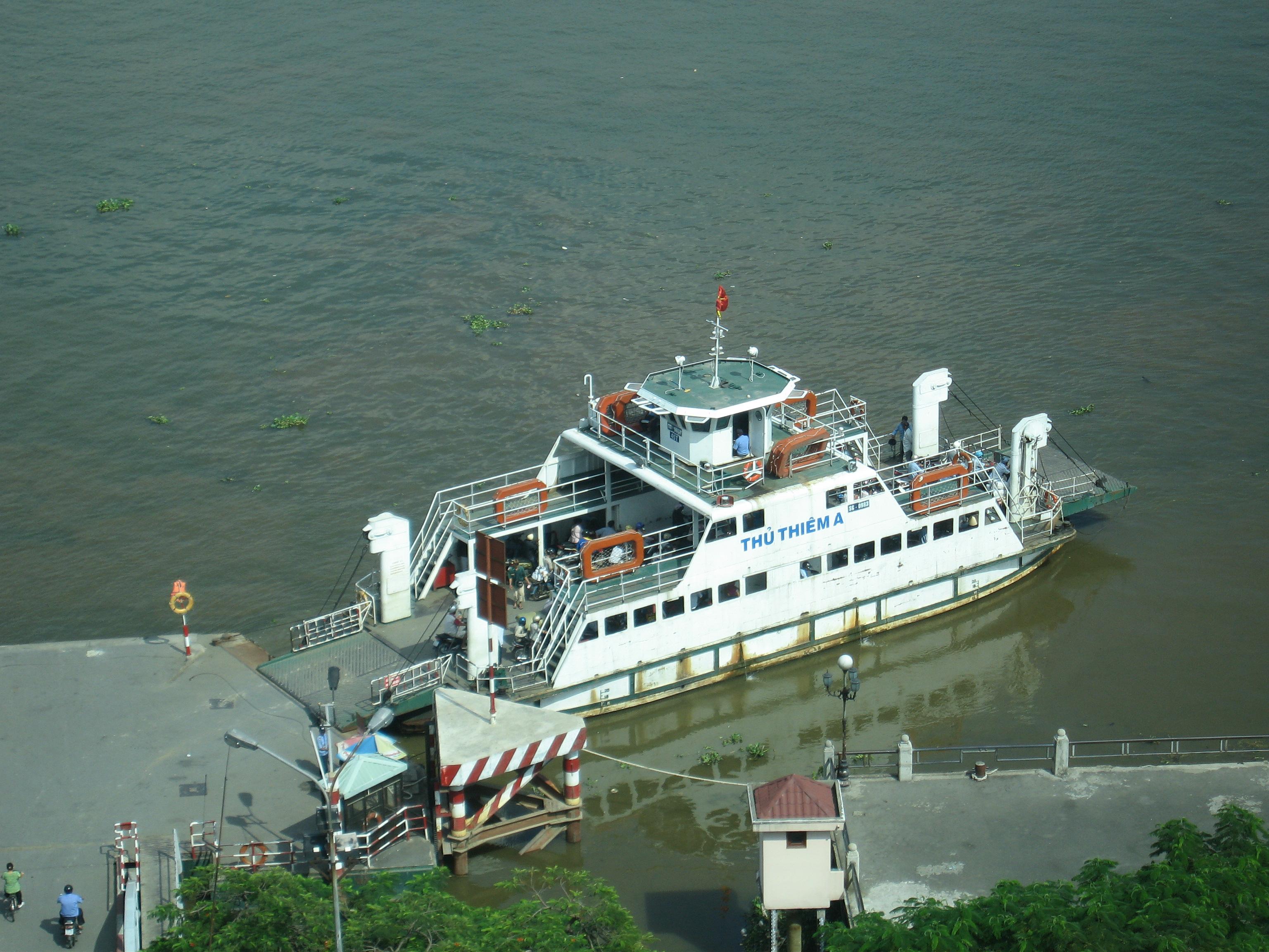 File Car Ferry On Saigon River Jpg Wikimedia Commons