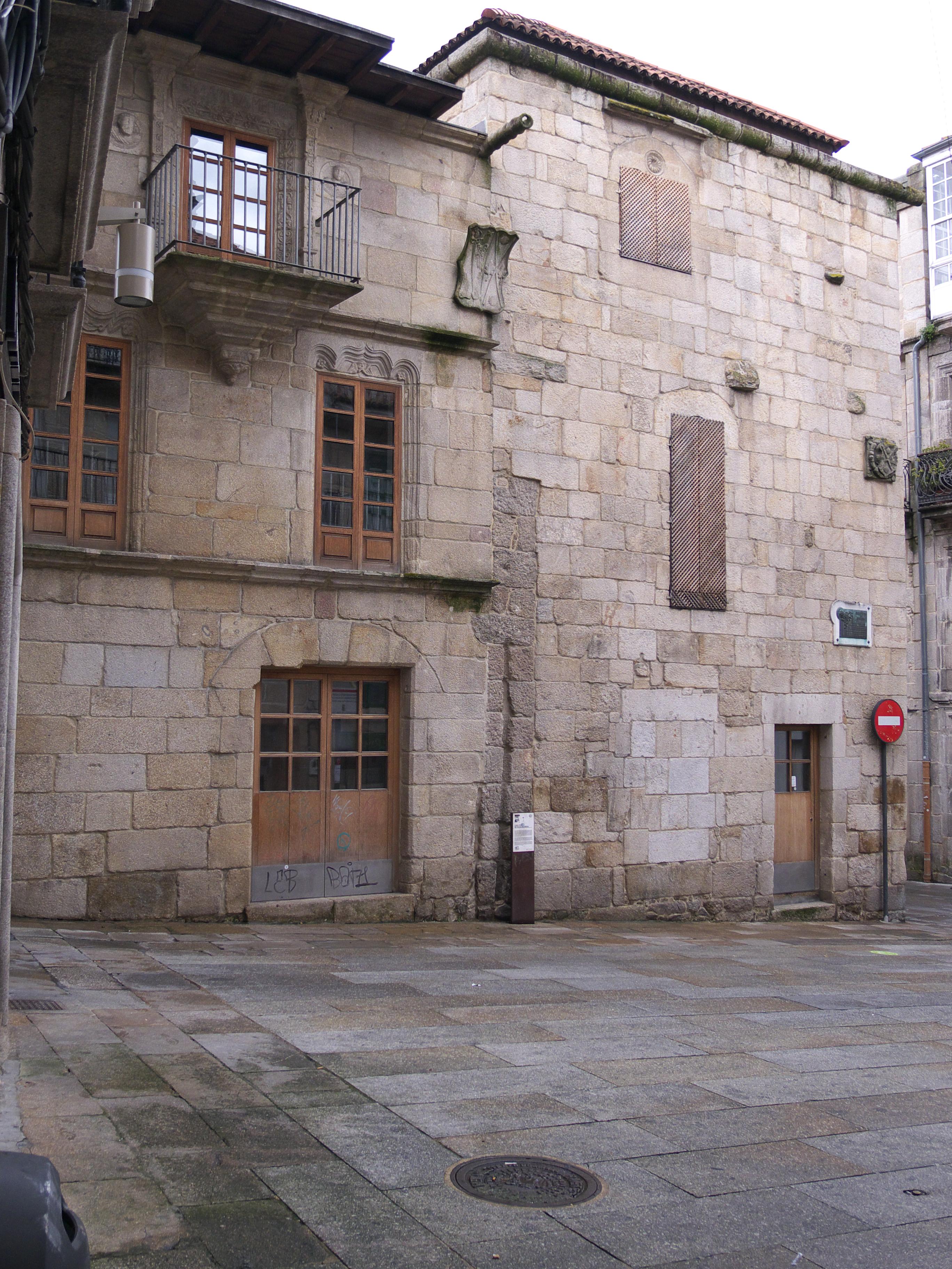 http://upload.wikimedia.org/wikipedia/commons/b/b7/Casa_de_Pazos_Figueroa_%28ss._XV-XVI%29.jpg