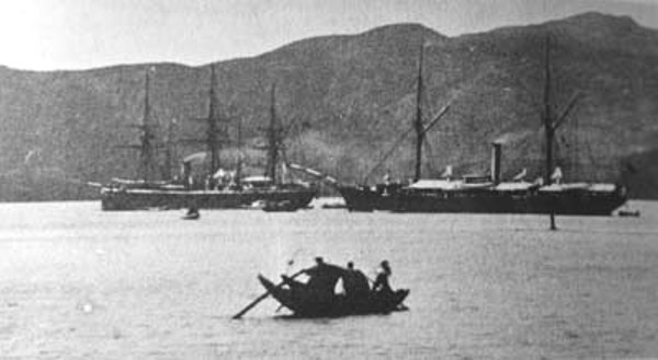 Chinese_fleet_at_anchor_the_night_before_the_battle_of_Fuzhou_1884.jpg