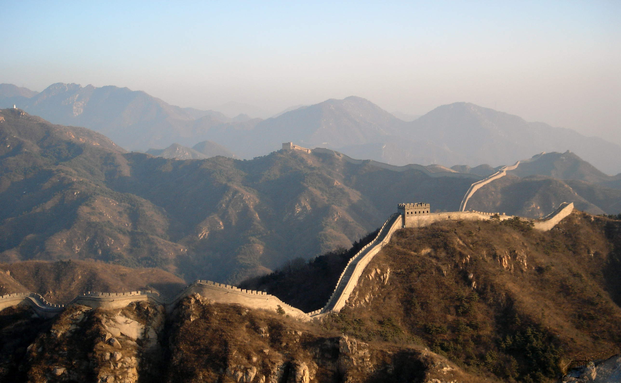 What does the great wall of china look like