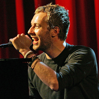 English: Chris Martin at a concert in England....