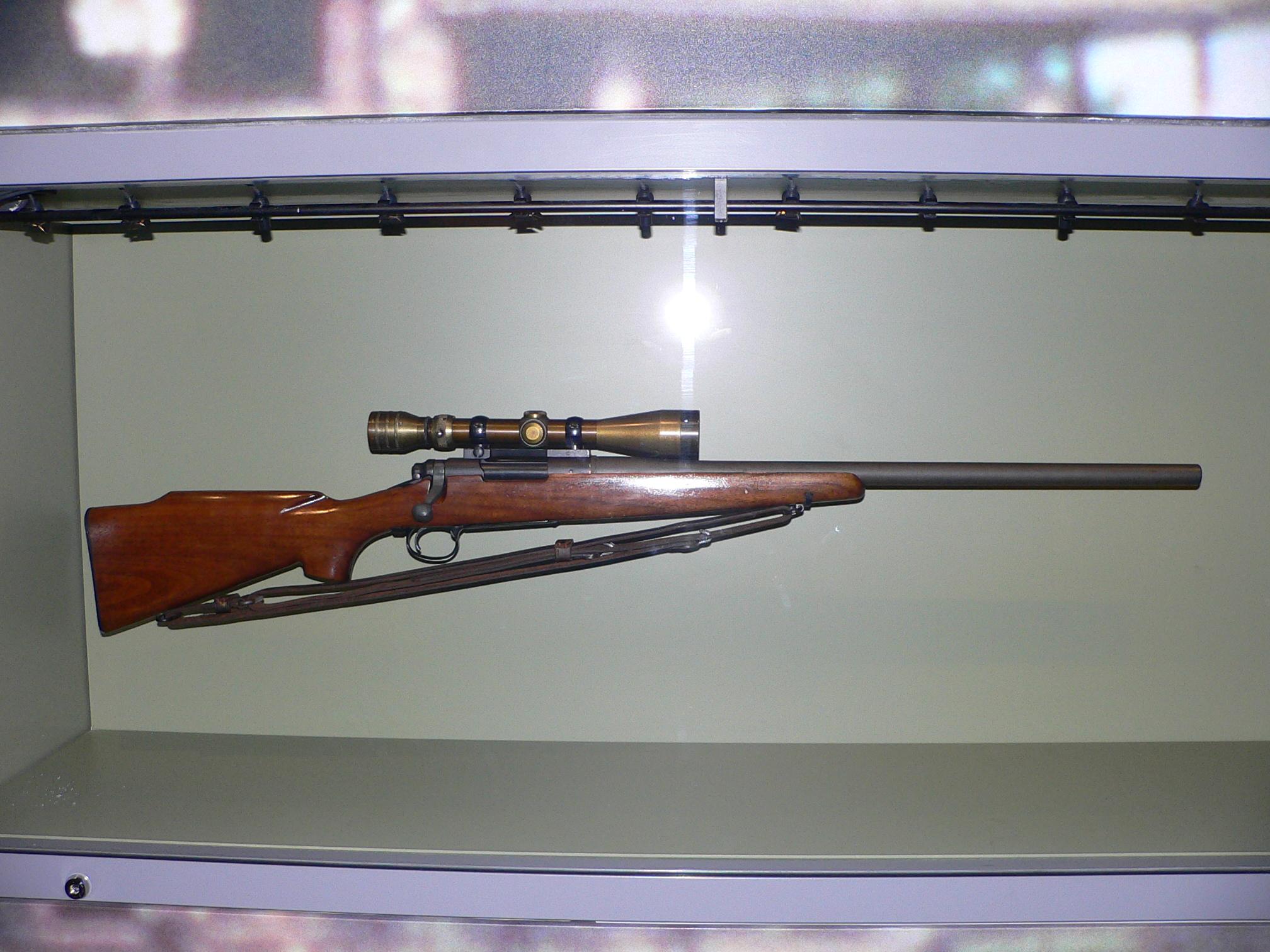 File:Chuck Mawhinney's sniper rifle.jpg - Wikimedia Commons