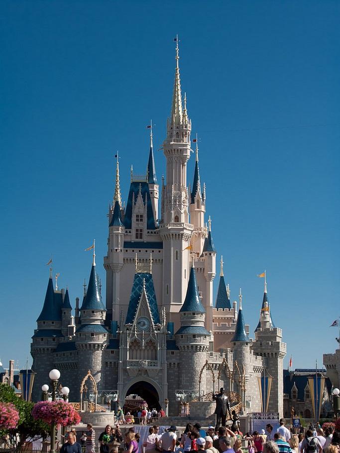 Cinderella Castle, Magic Kingdom (May 2, 2011).jpg