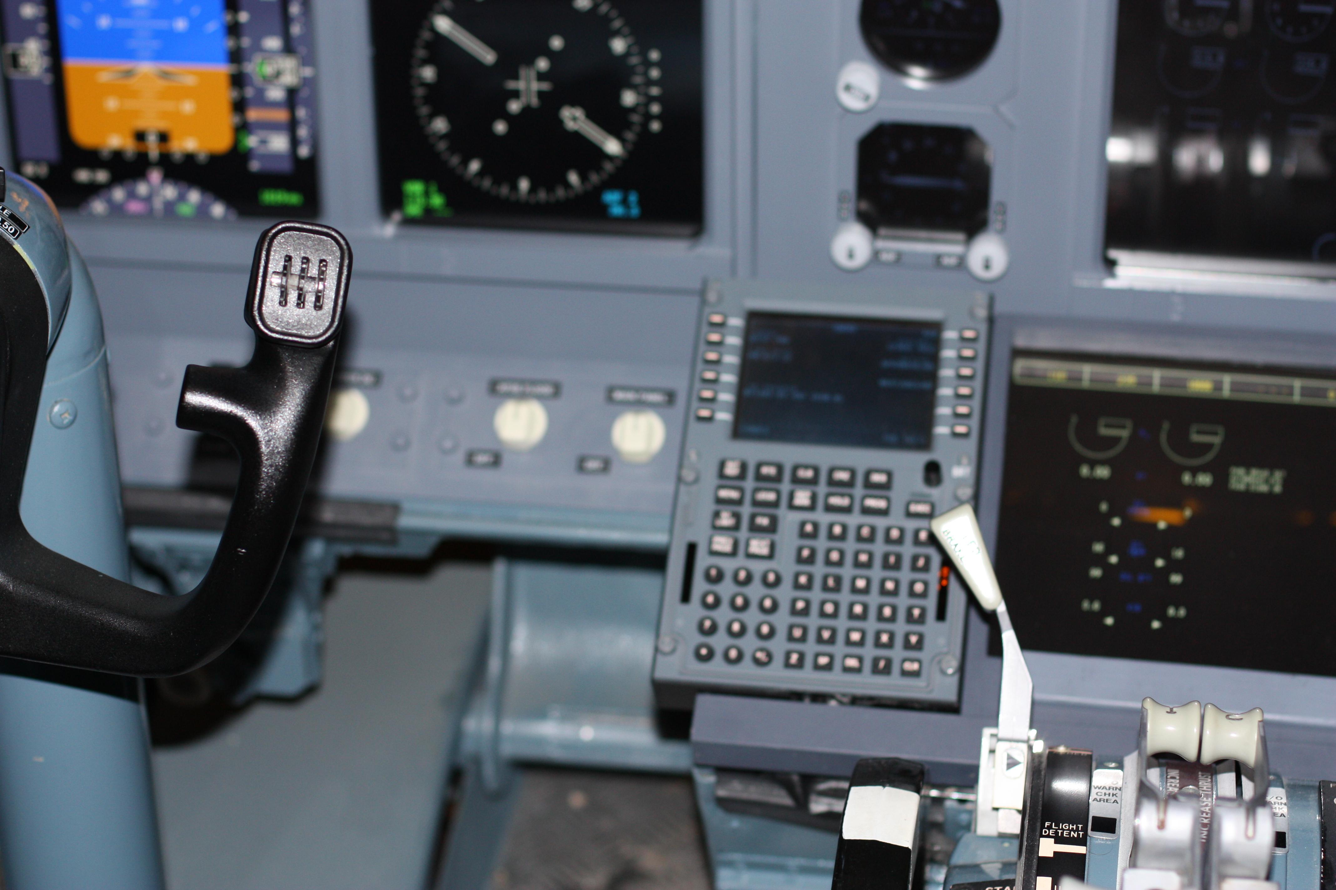 file cockpit of boeing 737 700 flight simulator in berlin img 0134
